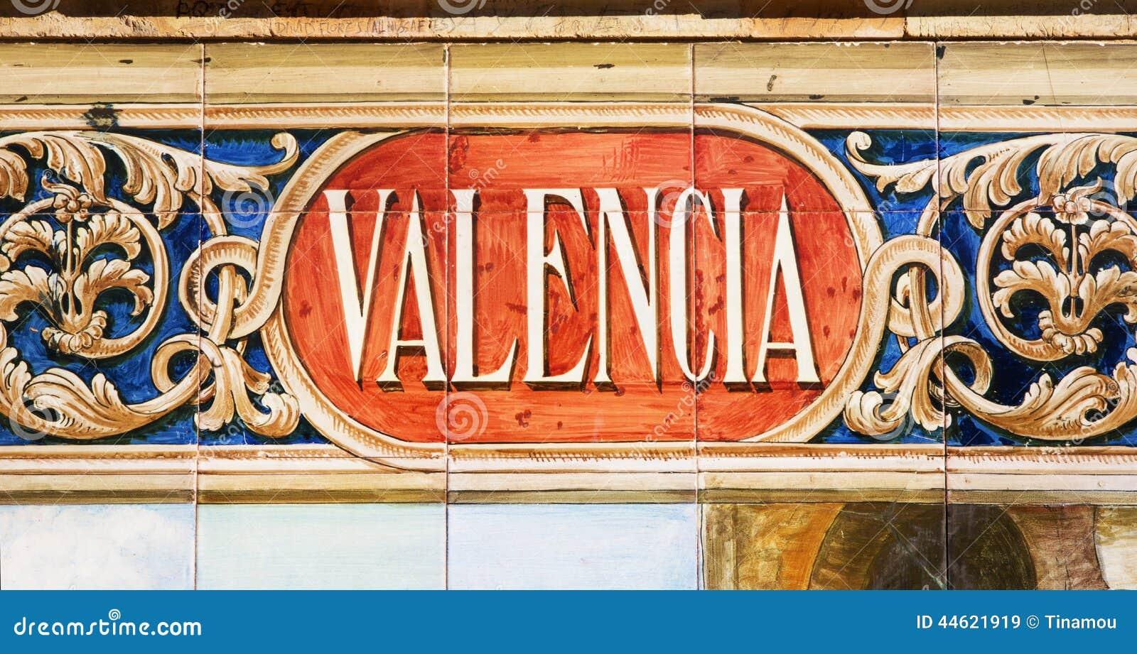 Valencia som är skriftlig på azulejos