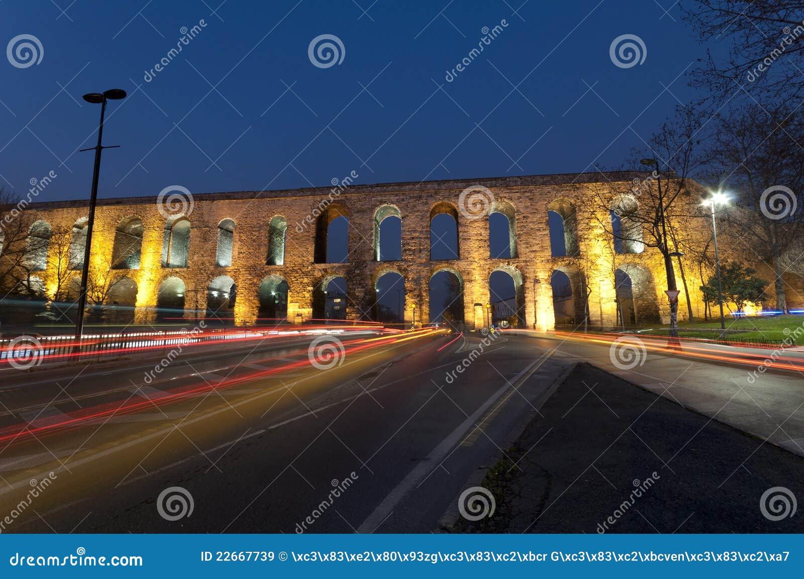 Valens Aqueduct (Bozdogan Kemeri) In Istanbul, Tur Royalty ...