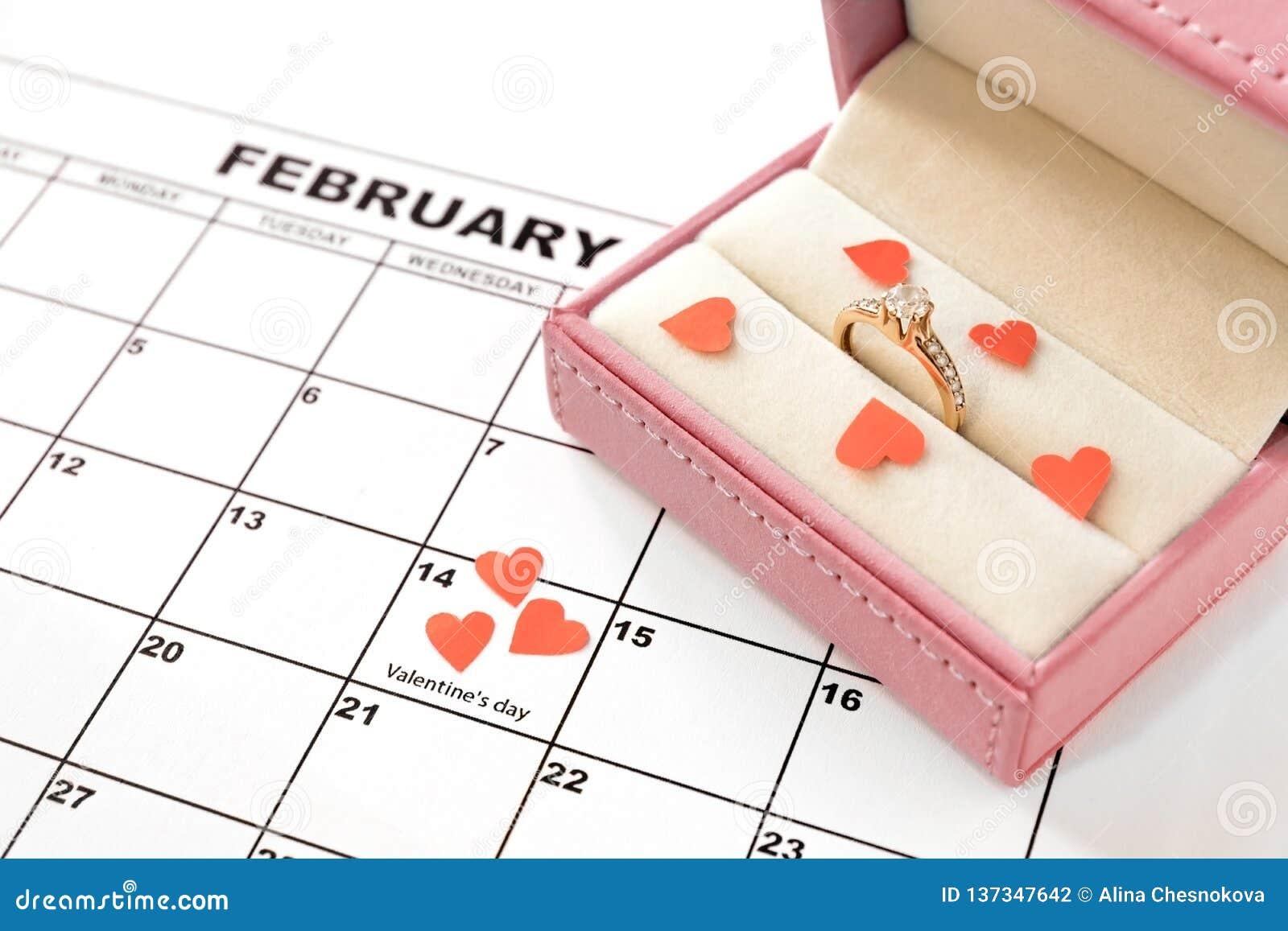 Valentin dag, Februari 14 på kalendern med röda hjärtor och gåvaasken