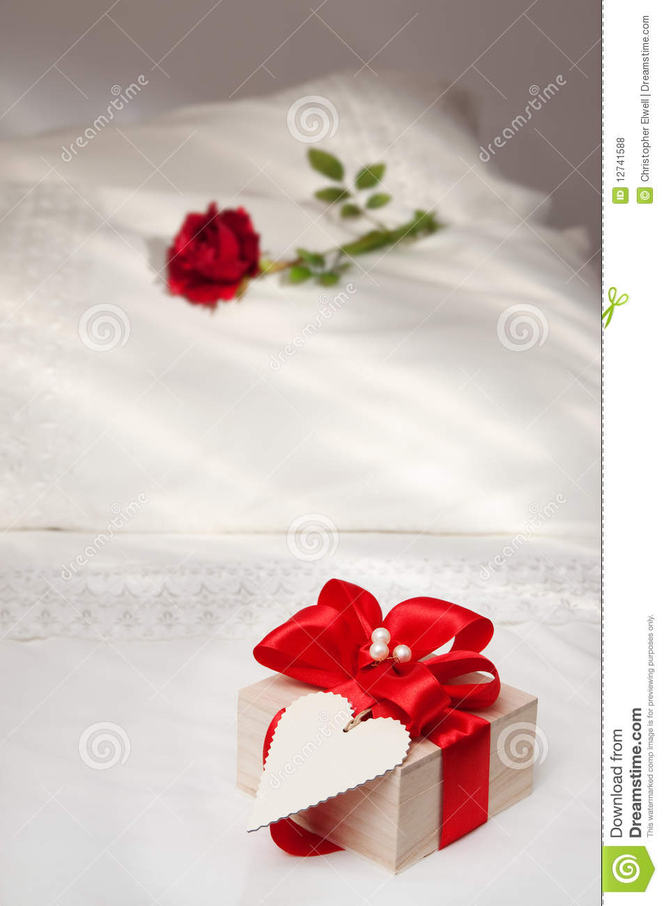 valentine bed royalty free stock photos image 12741588