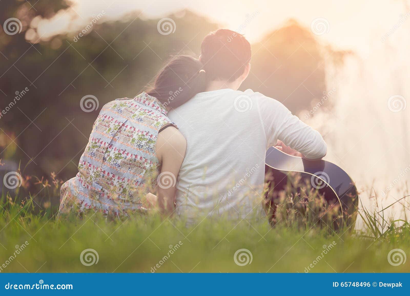 Valentine Couple no lago
