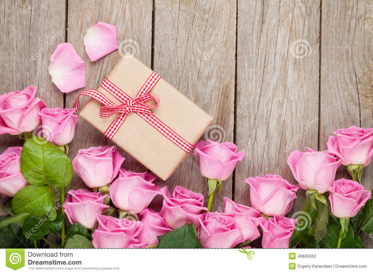 Valentines day background with pink roses over wooden for Table 52 valentine s day