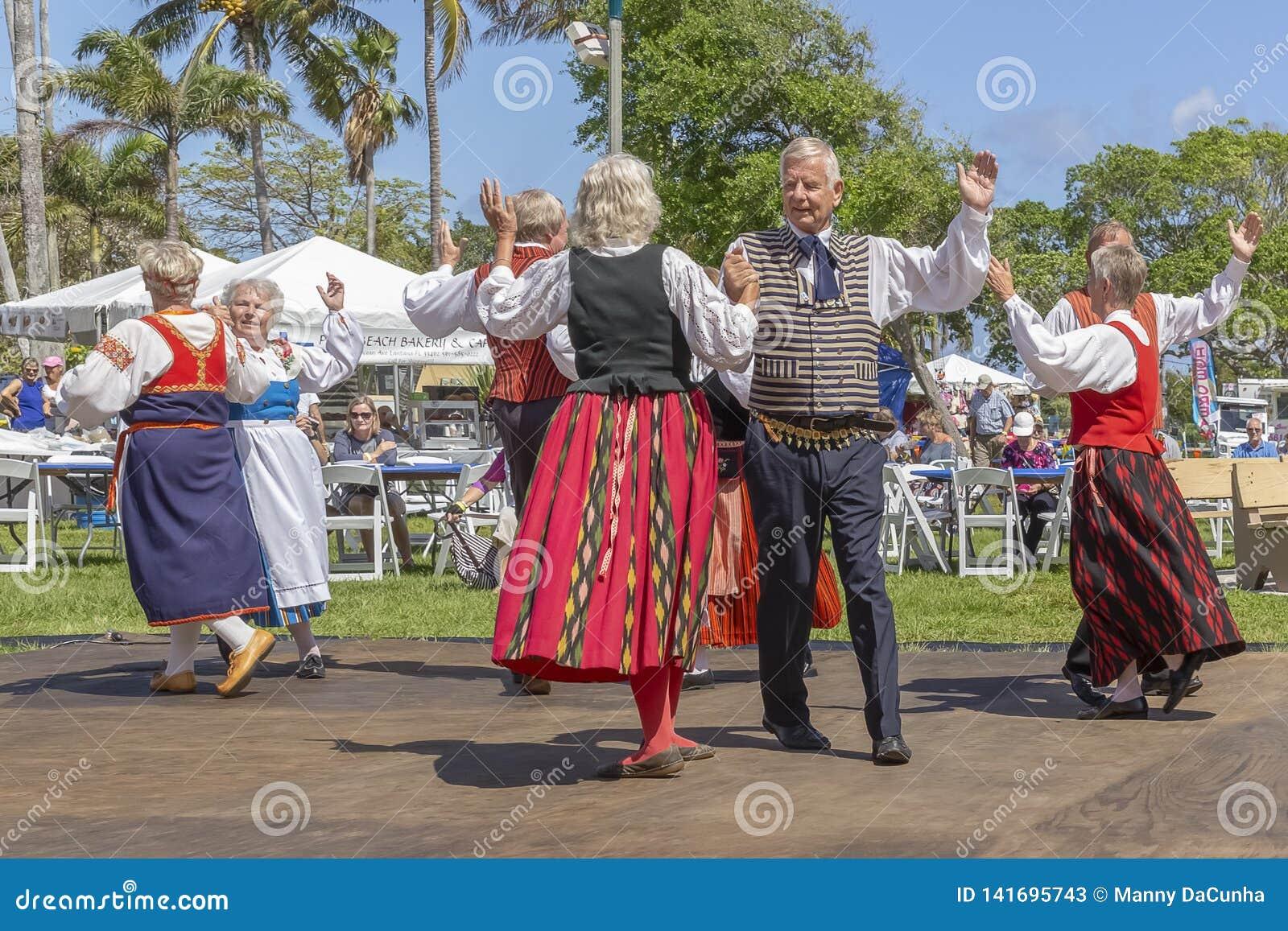 Valeur de lac, festival de la Floride, Etats-Unis le 3 mars 2019 Sun de minuit célébrant la culture finlandaise