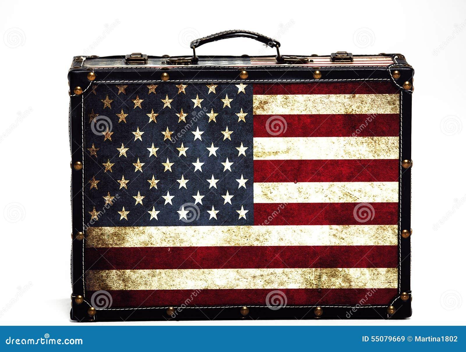 970e188bb9aa7d Bandiera americana stile valigia su un fondo bianco. Più immagini stock  simili