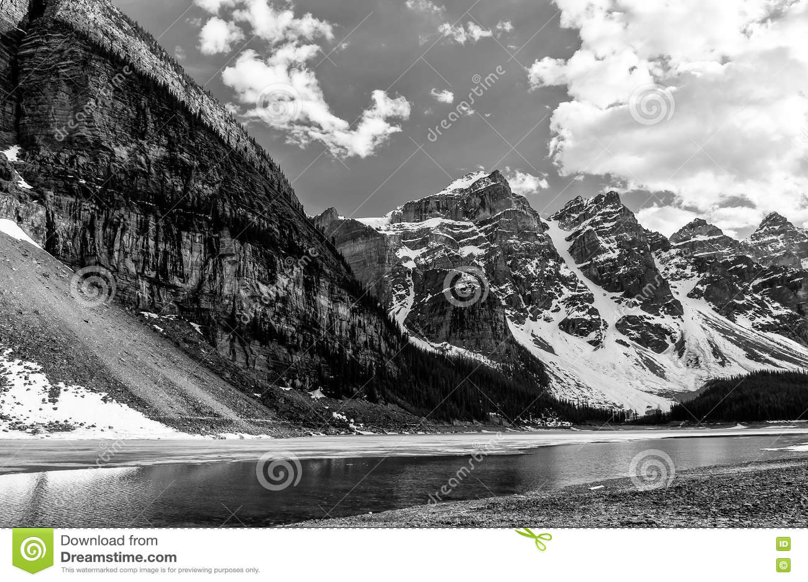 Vallée de vue étroite de Dix glaciers de crêtes