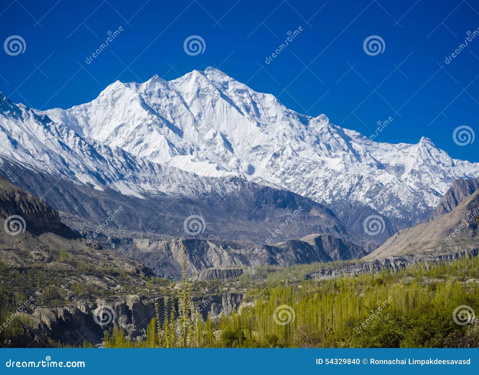 Vallée idyllique de montagne