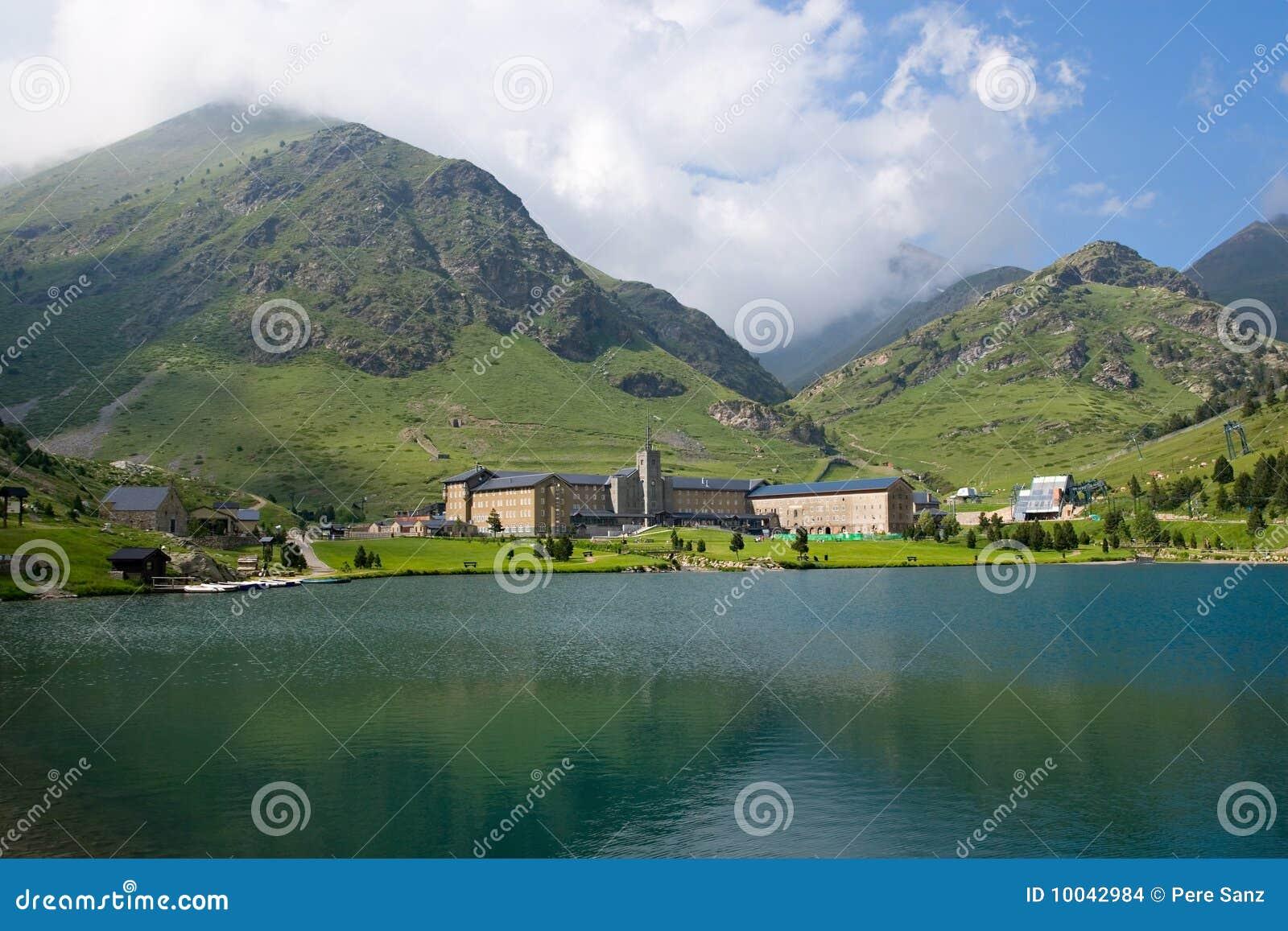 Vall de Nuria Sanctuary Pyrenees, España