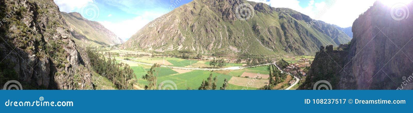 Valle sacra di panorama del Perù