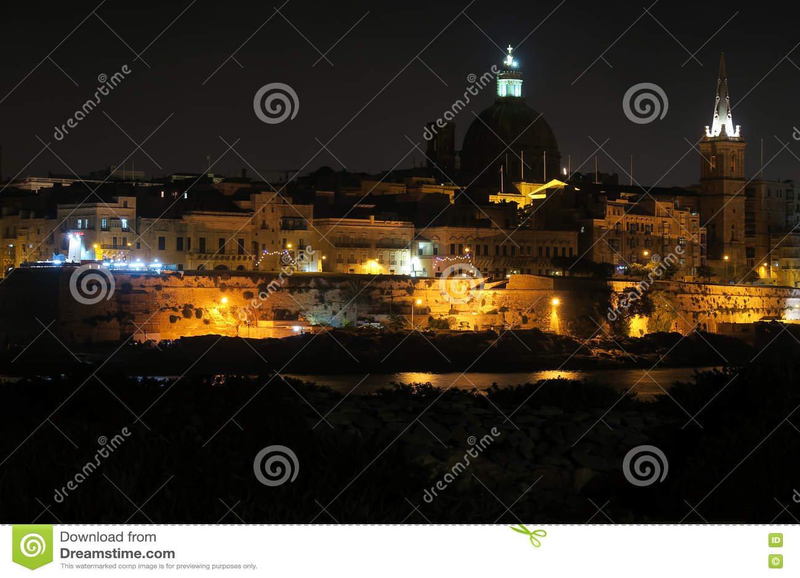 Valletta Malta nattsikt från Sliema