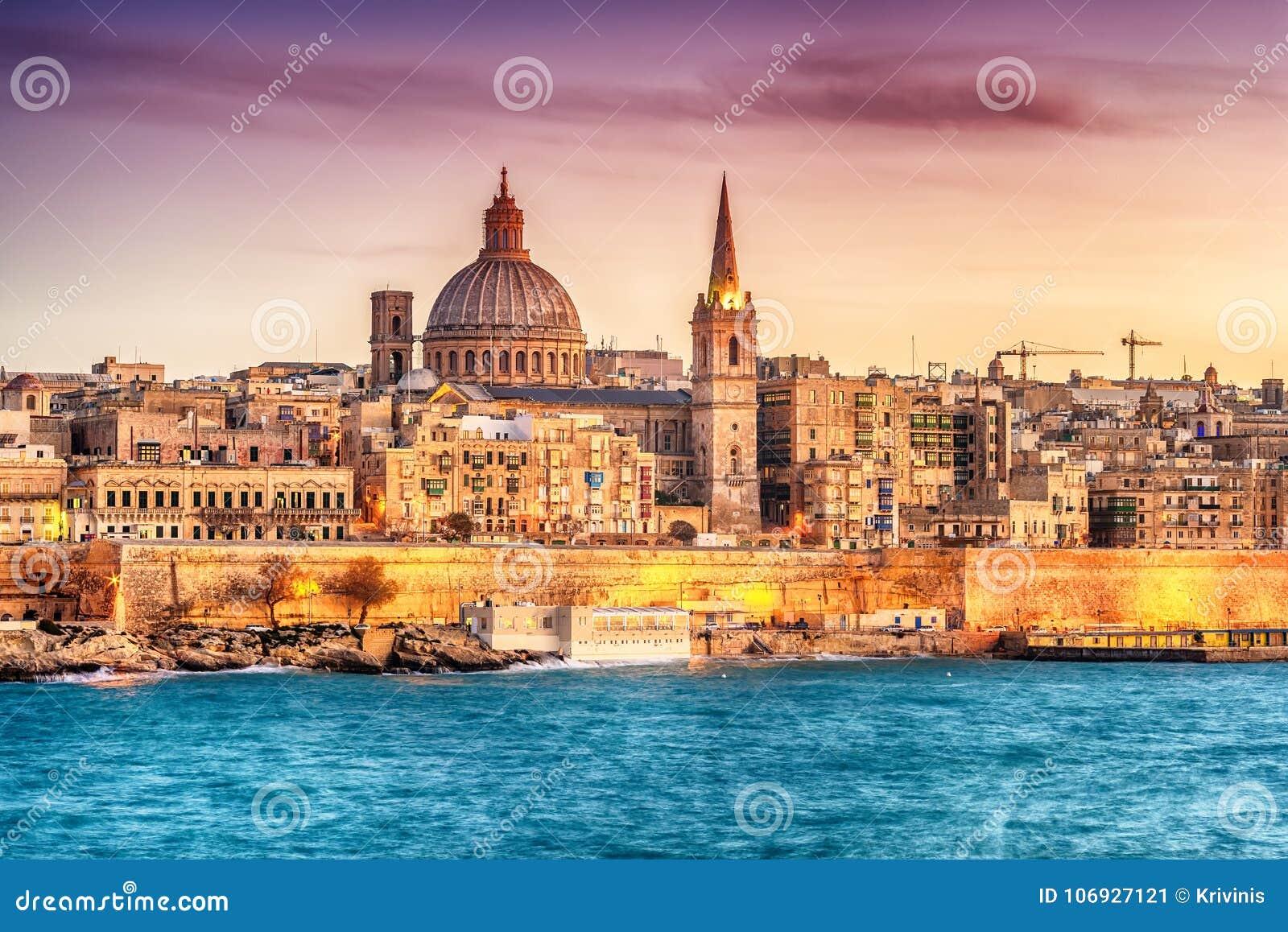 Valletta, Malta: skyline do porto de Marsans no por do sol