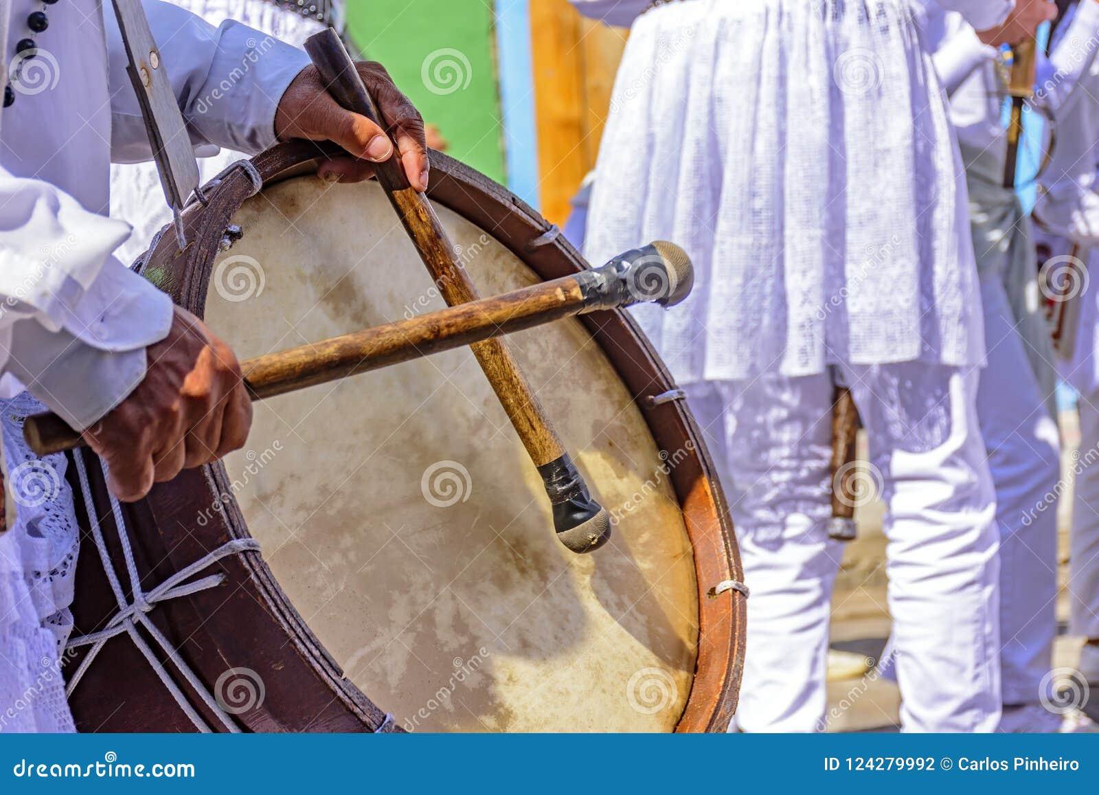Valsar som spelas i en klosterbroder och en populär festival