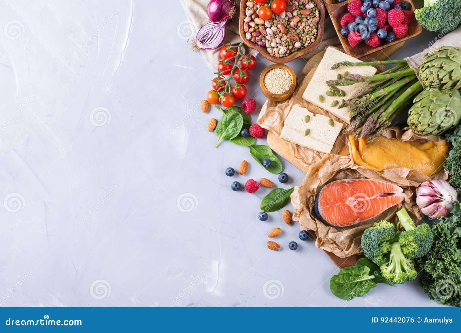 Valsortimentet av sund allsidig mat för hjärta, bantar