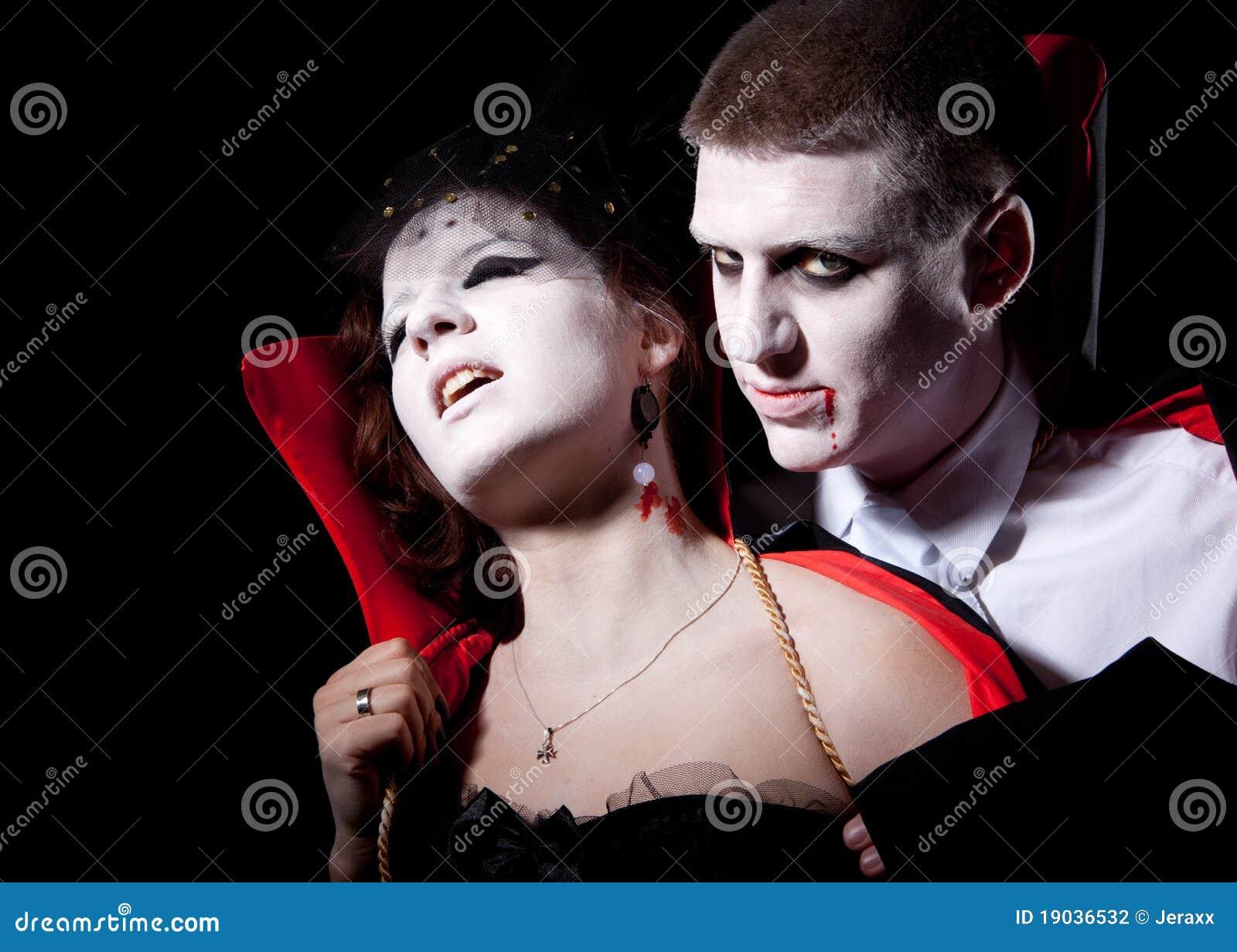 vampires biting people - photo #6