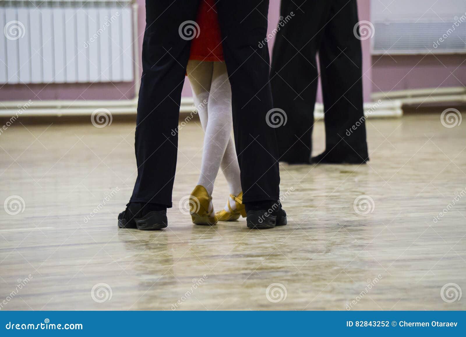 Van balzaalvoeten dansers op de dansvloer