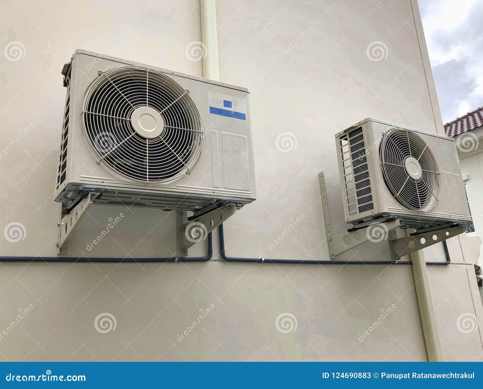 Van de airconditioner openluchteenheid of Warmtepomp Compressor of Condensatorventilator voor steunAirconditioner in huis