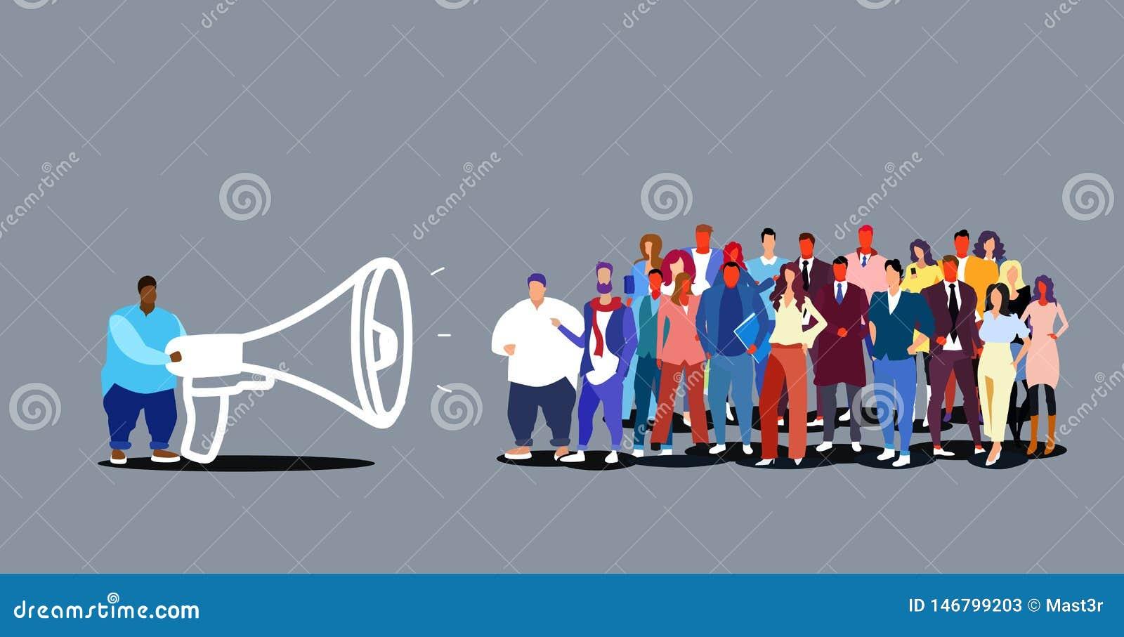 Van de de bedrijfs leidersholding van het zakenmanteam de megafoon mens die informatie aankondigen die in luidspreker aan zakenlu