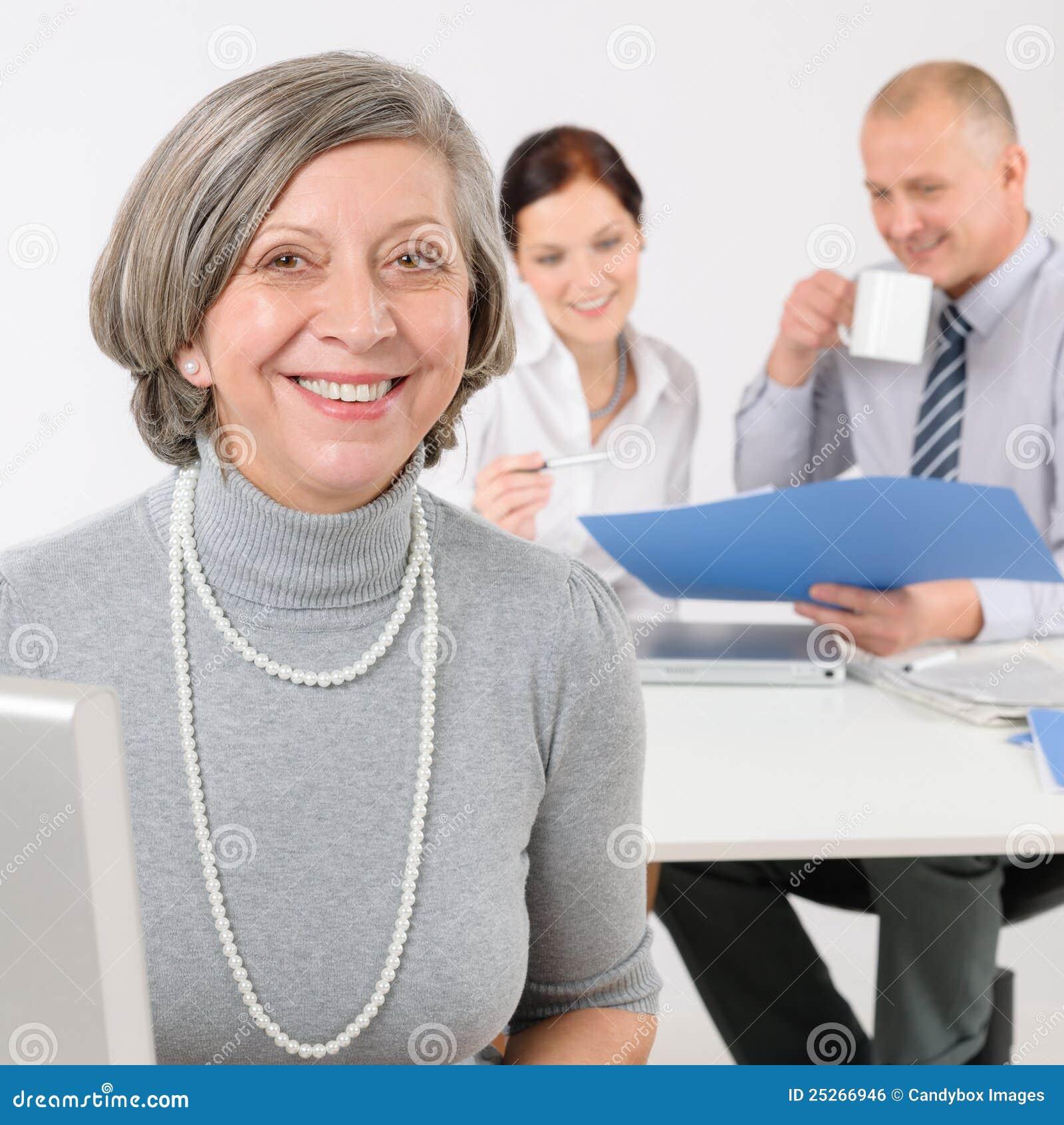 Van de commerciële vrouw team de hogere manager met collega s