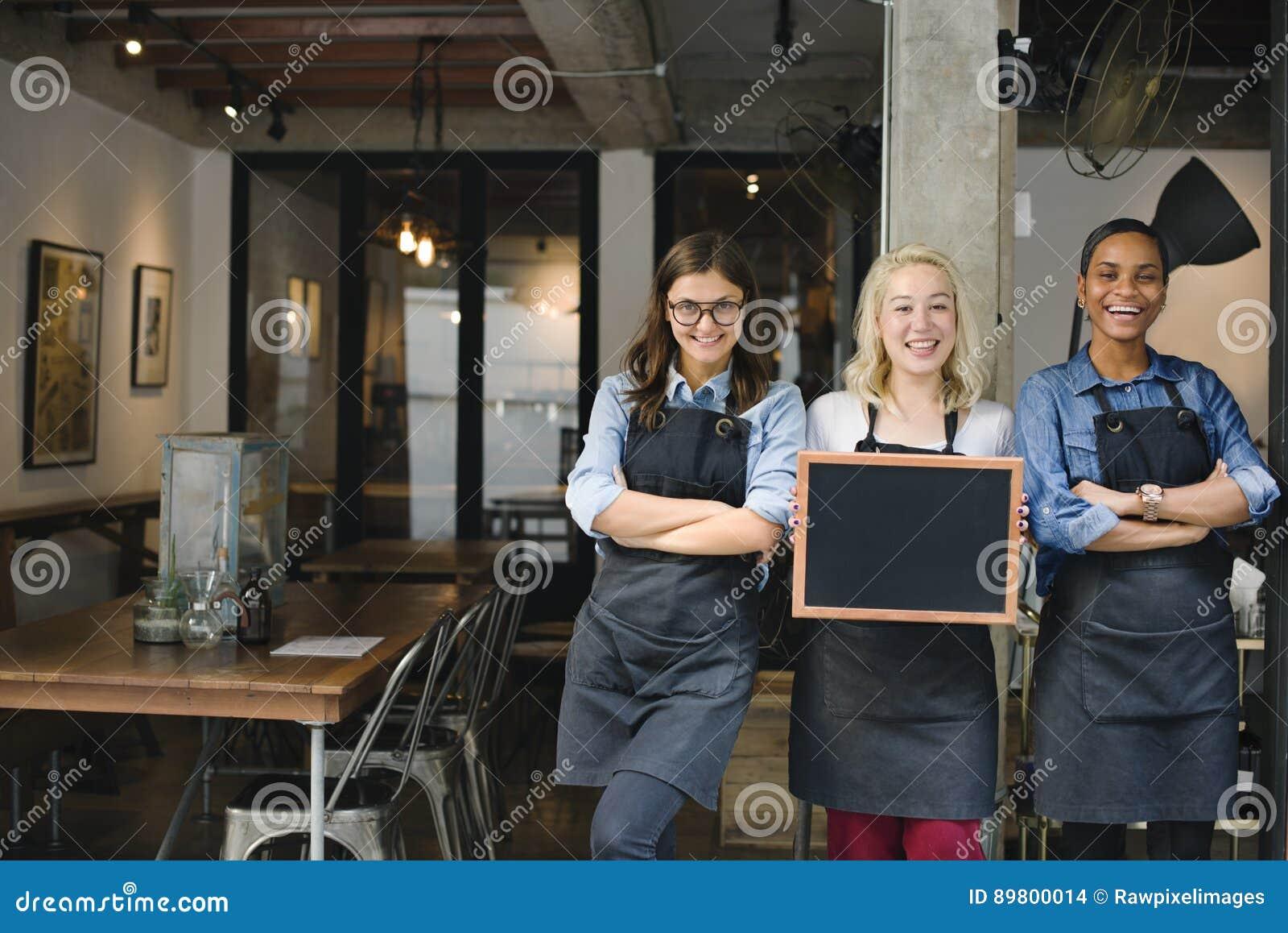 Van de de Winkelmedewerker van de onderbrekings het Toevallige Koffie Vrolijke Concept