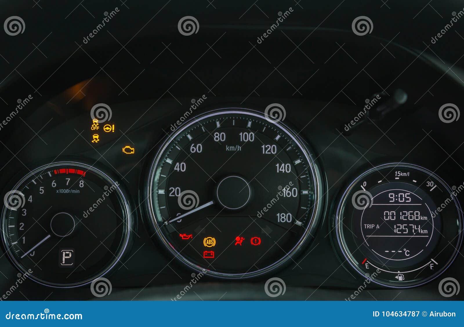 Download Van De Het Dashboardvertoning Van De Auto Tonen De Digitale Snelheidsmeter Verlichte De Waarschuwingslampen Alle Tekens Stock Afbeelding - Afbeelding bestaande uit geleid, kilometer: 104634787