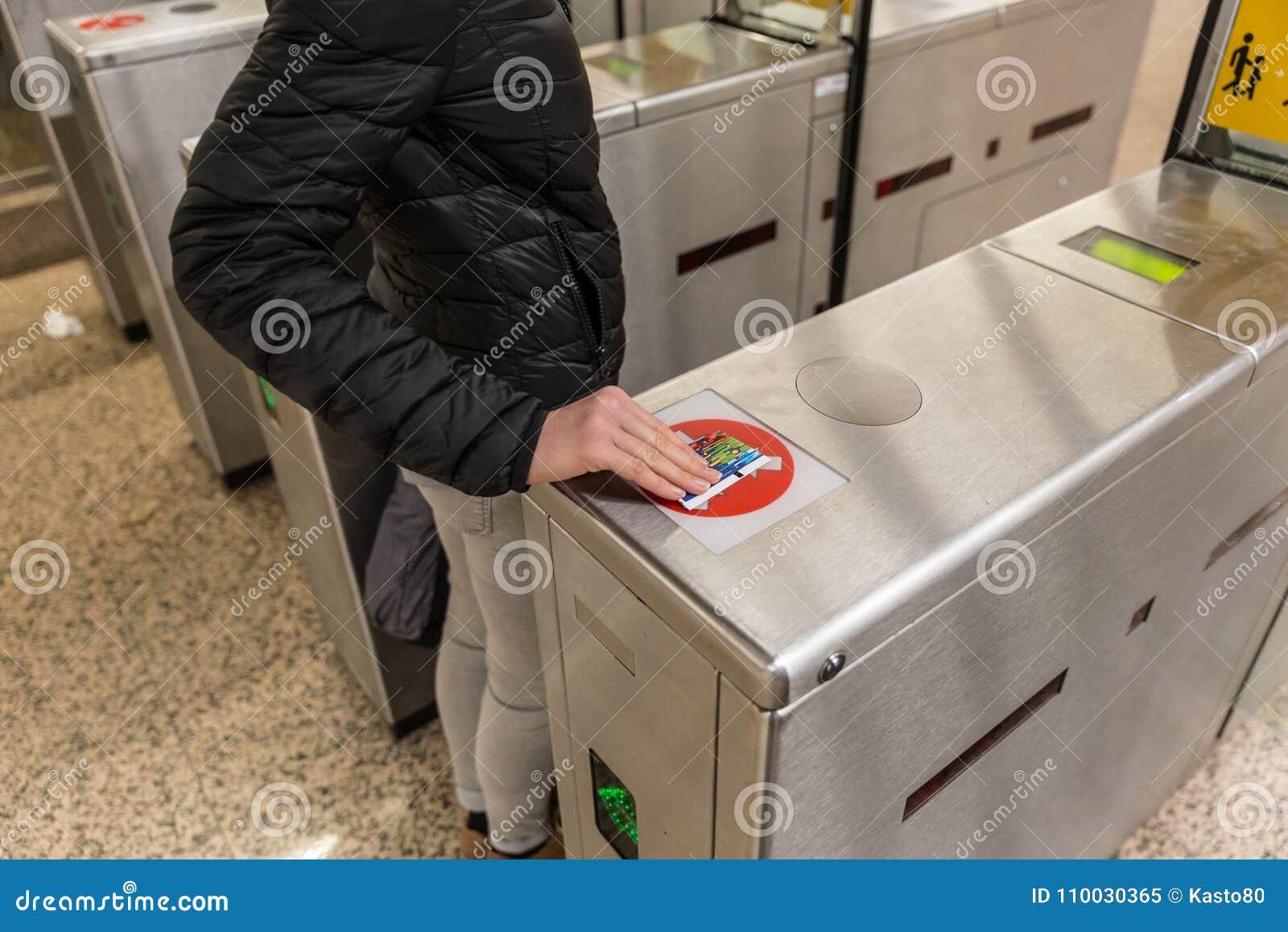 Van de het Kaartjestoegang van de ingangspoort van de de Aanrakingstechnologie de Metropost