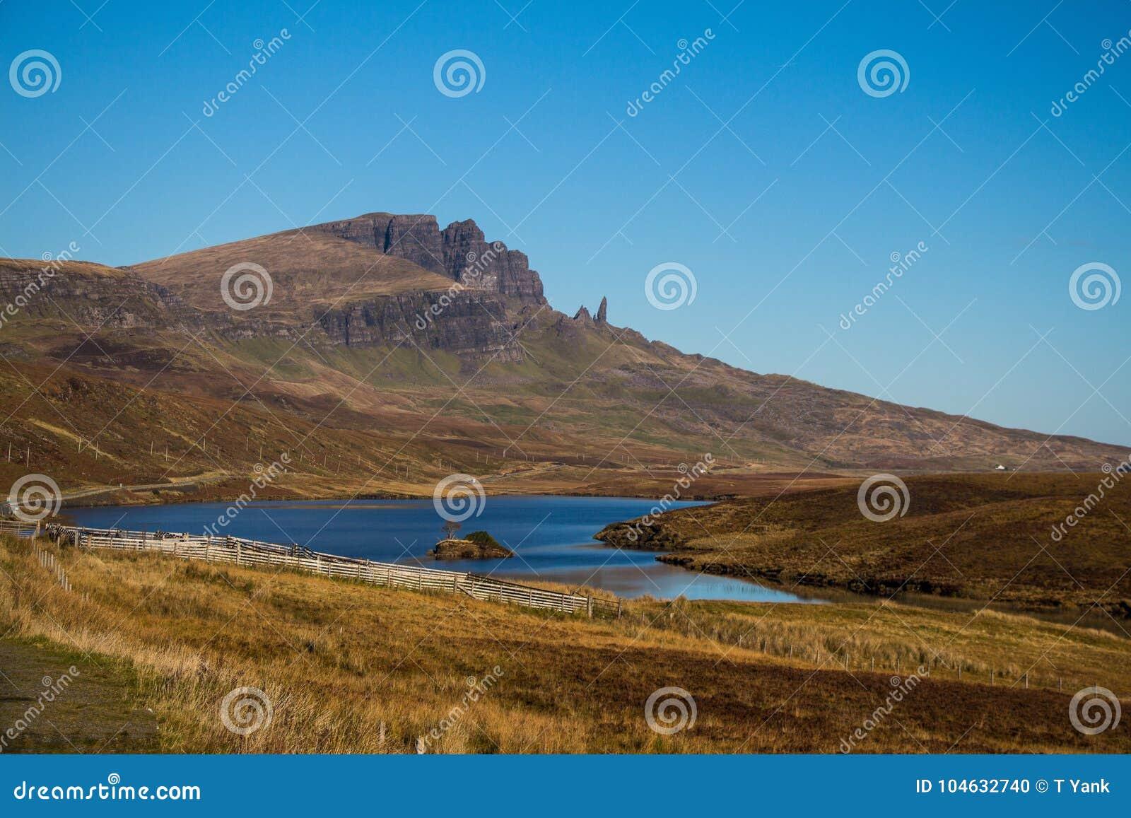 Download Van De De Hooglandenweg Van Schotland Van De De Reisherfst Van De Bergenkleuren De Bergen Van Ecosse Du Nord Stock Foto - Afbeelding bestaande uit hoogland, meer: 104632740