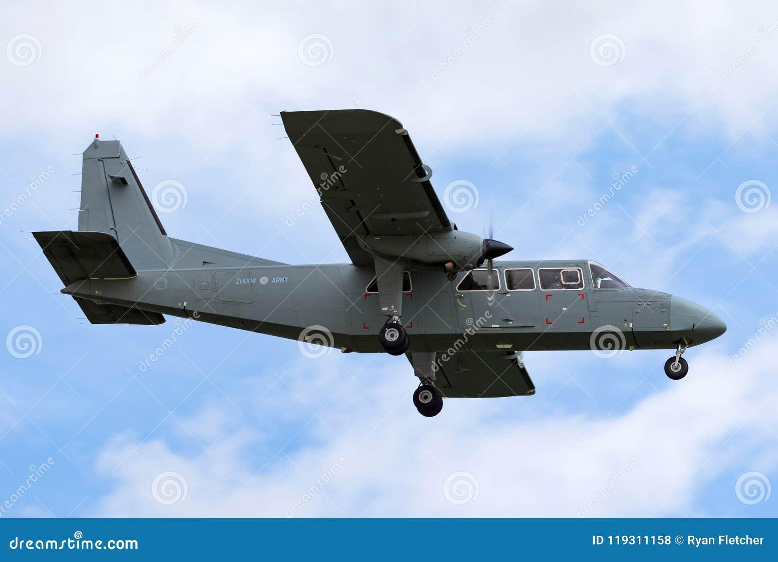 Van de Korpsen britten-Normandiër van de legerlucht de Verdediger T3 ZH004 miljard-2t-4S op benadering van land