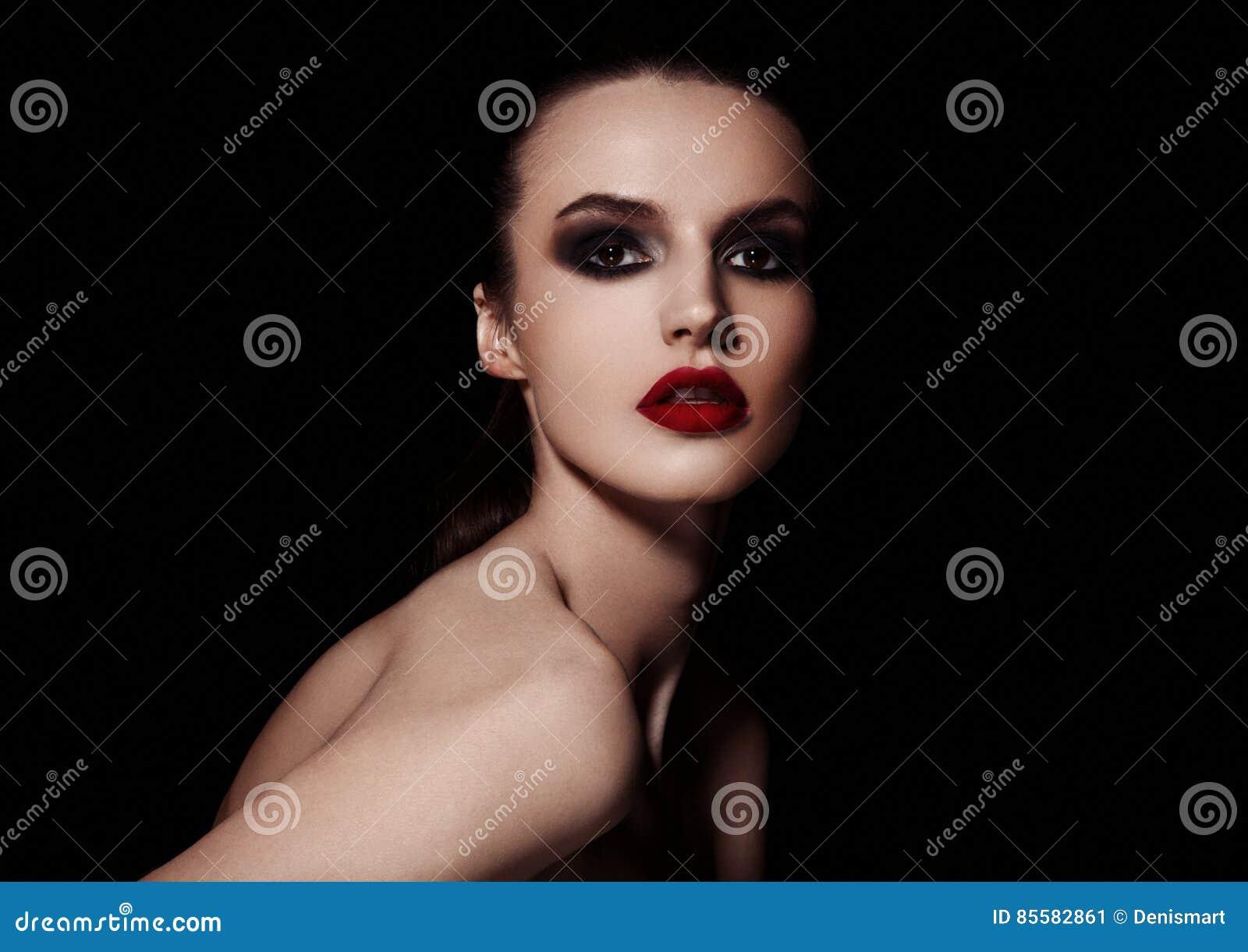Van de ogen rode lippen van schoonheidssmokey de make-upmannequin