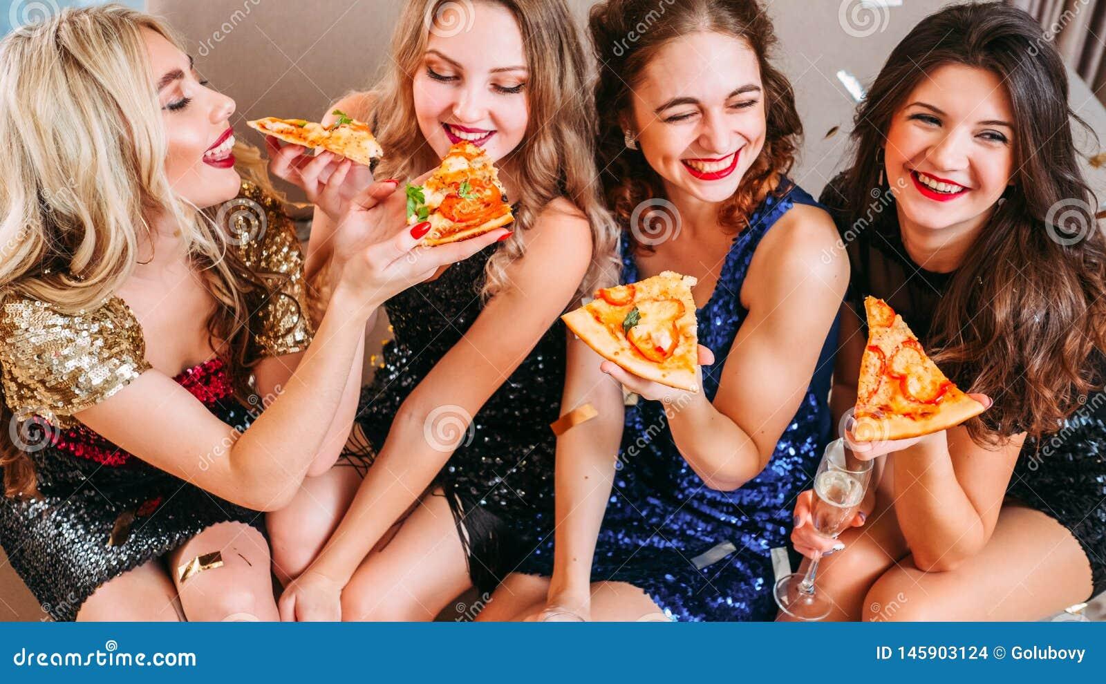 Van de de ontmoetingsplaatspizza van de meisjespartij de pret beste vrienden
