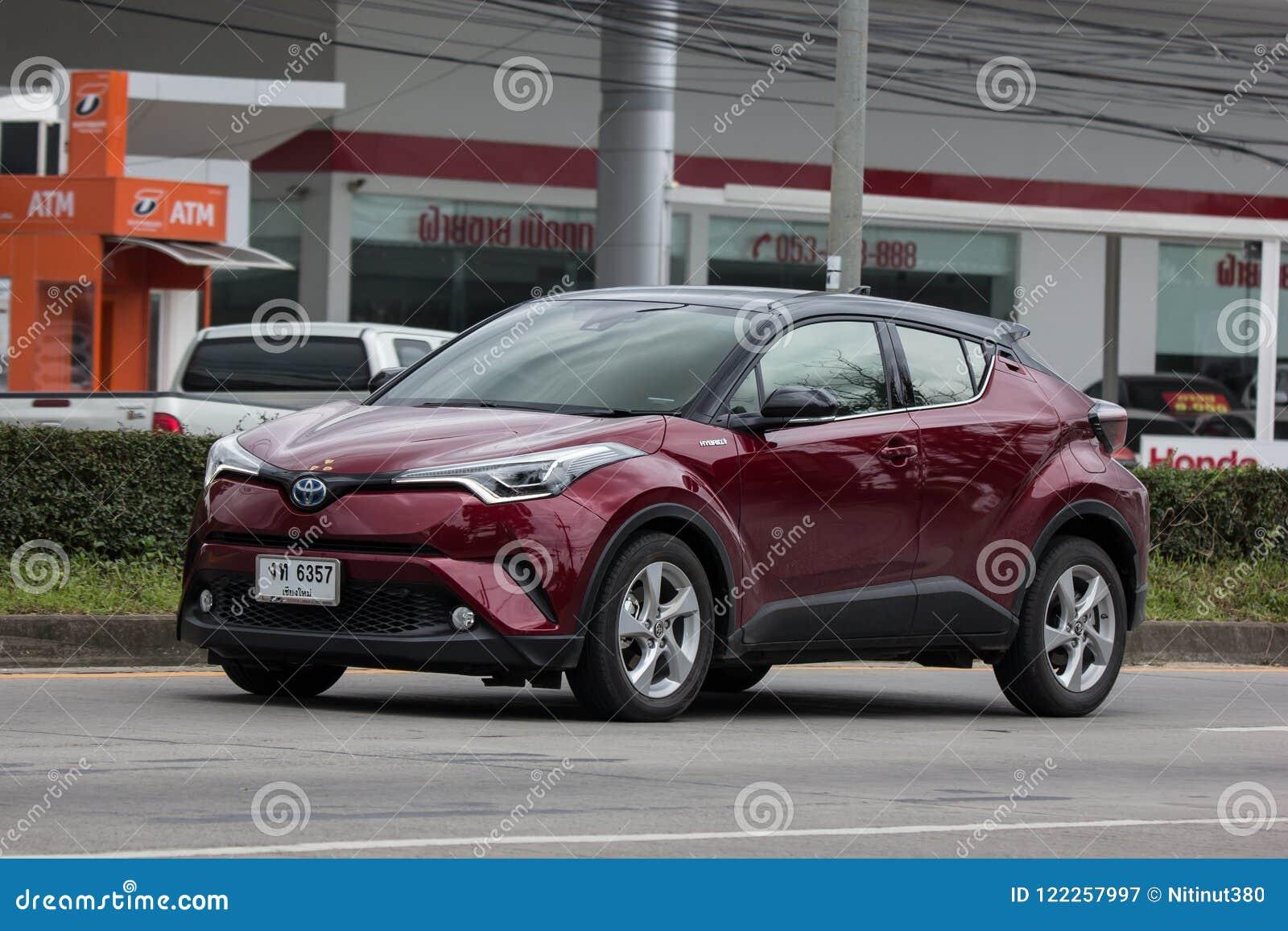 Van De Oversteekplaatssuv Van Toyota Chr Subcompact De Hybride Auto