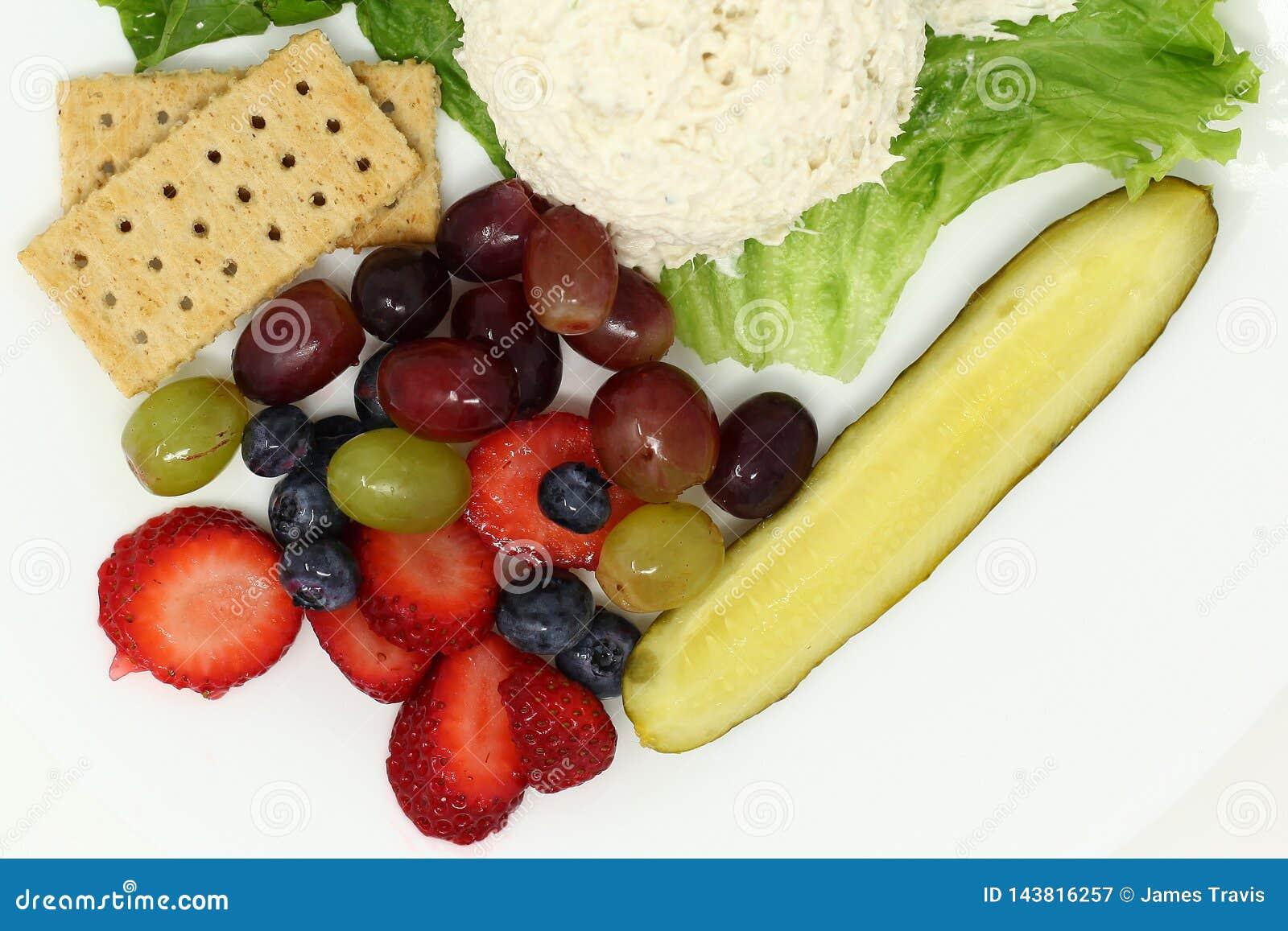 Van de Plaatgroenten in het zuur van de vers Fruitlunch de salade van de de crackerkip