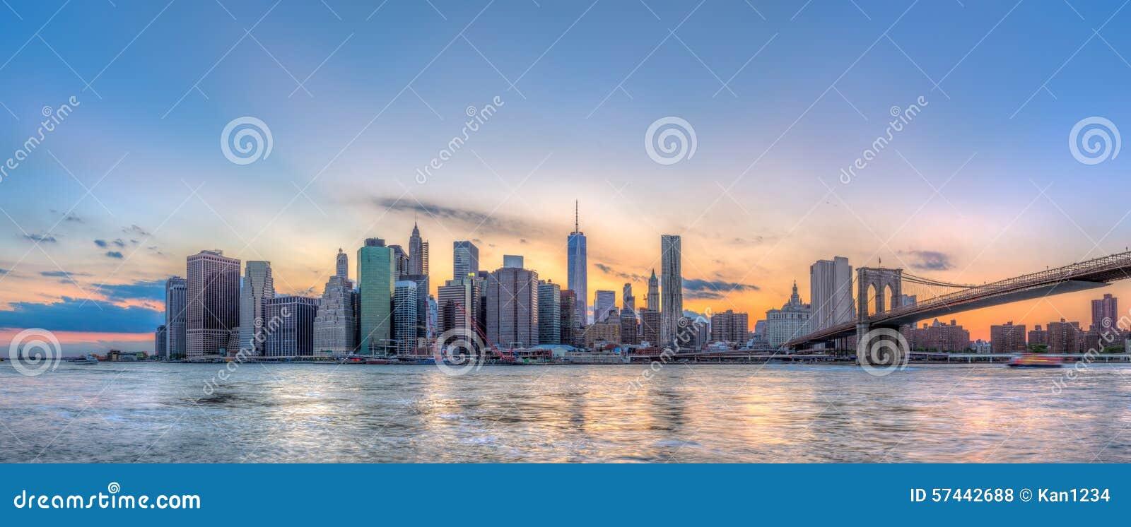 Van de Stadsmanhattan van New York horizon en brug de de van de binnenstad van Brooklyn