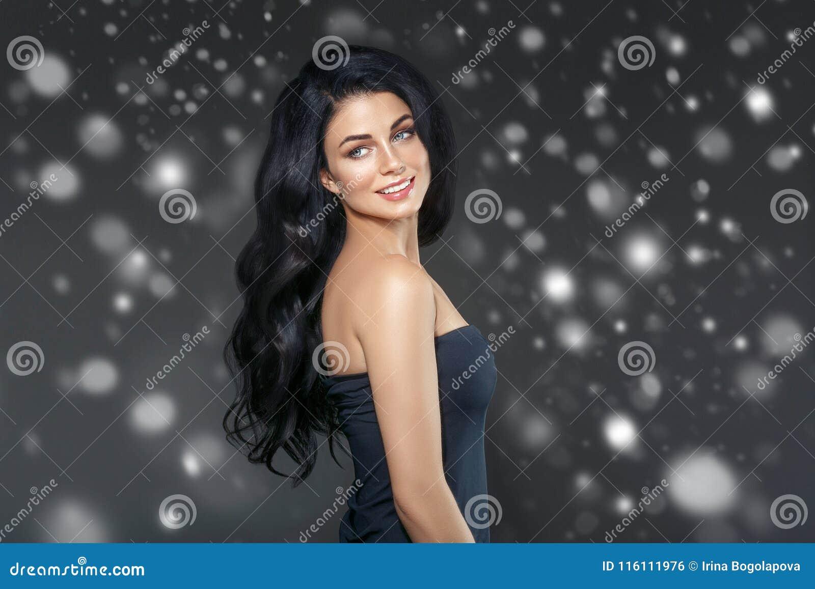 Van de de Wintersneeuw van de schoonheidsvrouw het gezichtsportret Beautiful spa modelmeisje