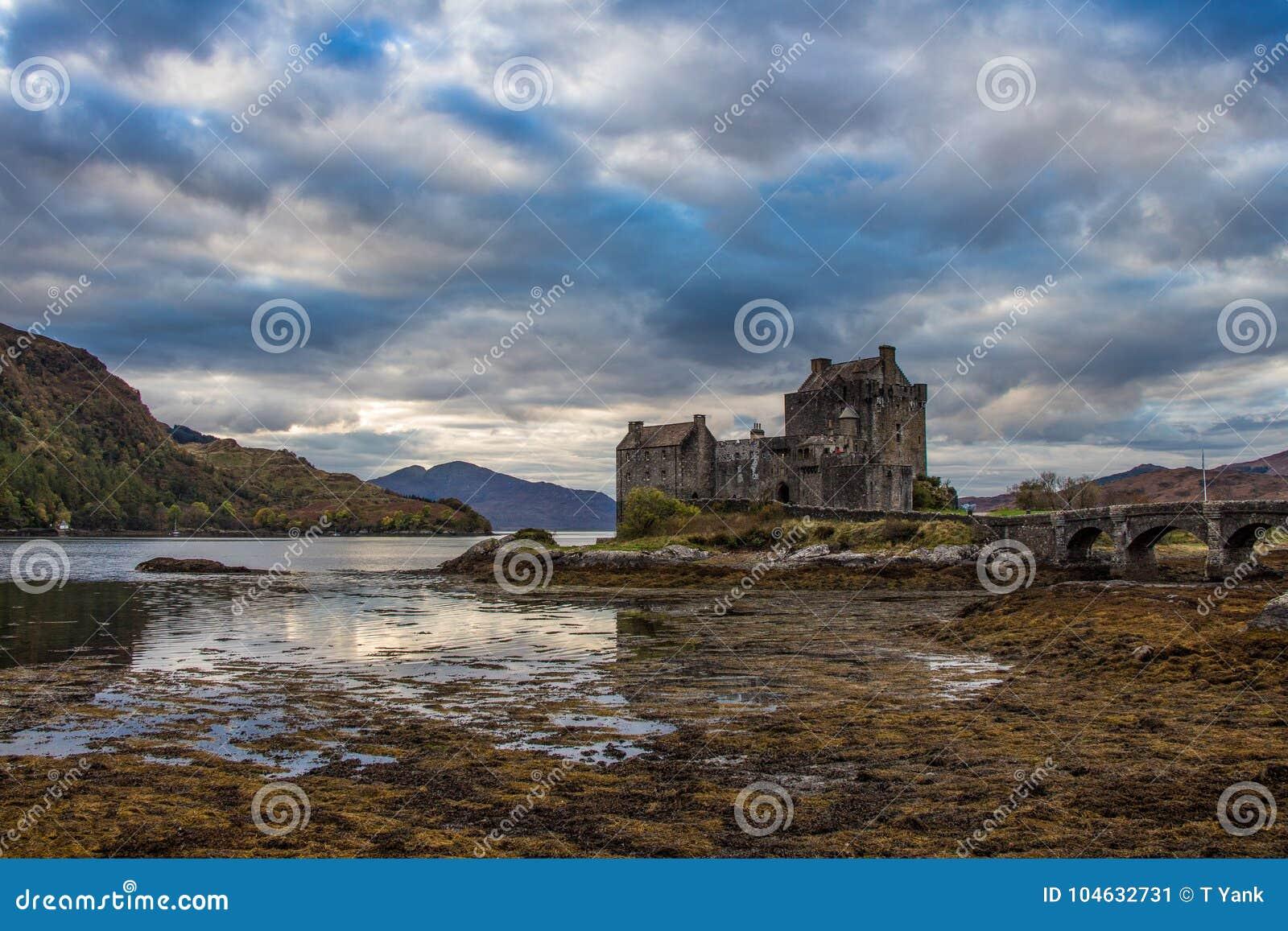 Download Van Het De Hooglandenkasteel Van Schotland Het Meerloch Ness Oude Stad Chateau Ecosse Eileen Donan Stock Afbeelding - Afbeelding bestaande uit mooi, meer: 104632731
