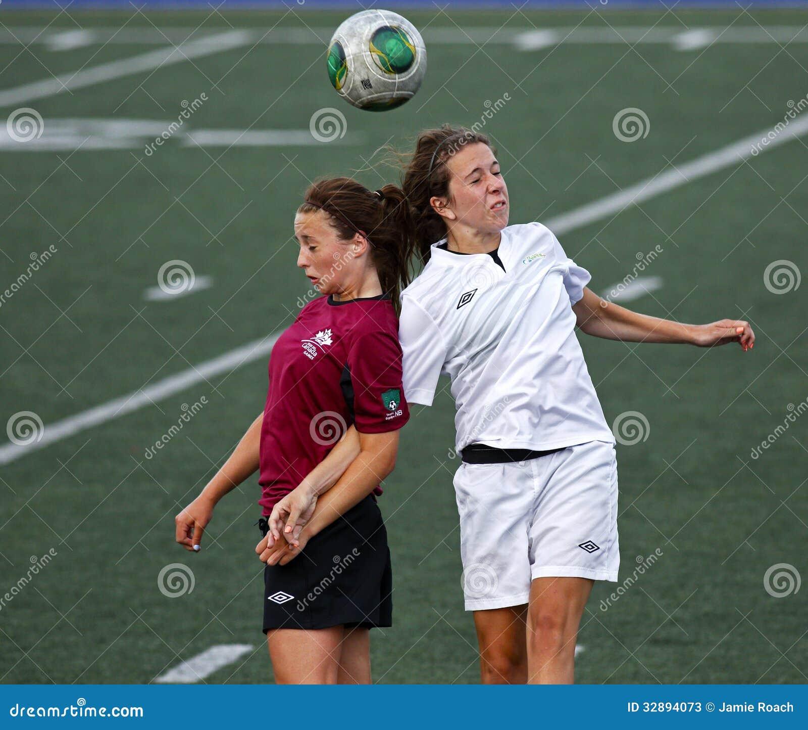 Van het de spelenvoetbal van Canada de kopbal van de de vrouwenbal
