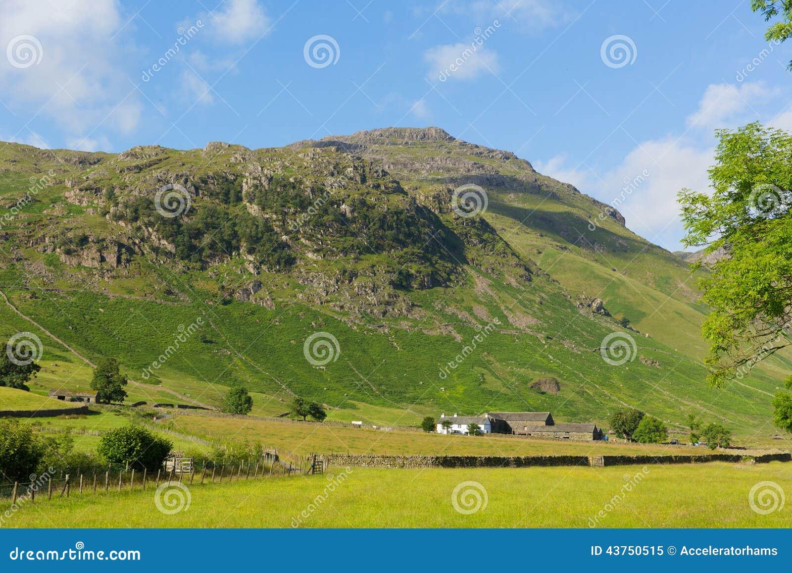 Van het het Meerdistrict van de Langdalevallei de Snoeken van Cumbria van Blisco-berg dichtbij Oude Kerker Ghyll Engeland het UK