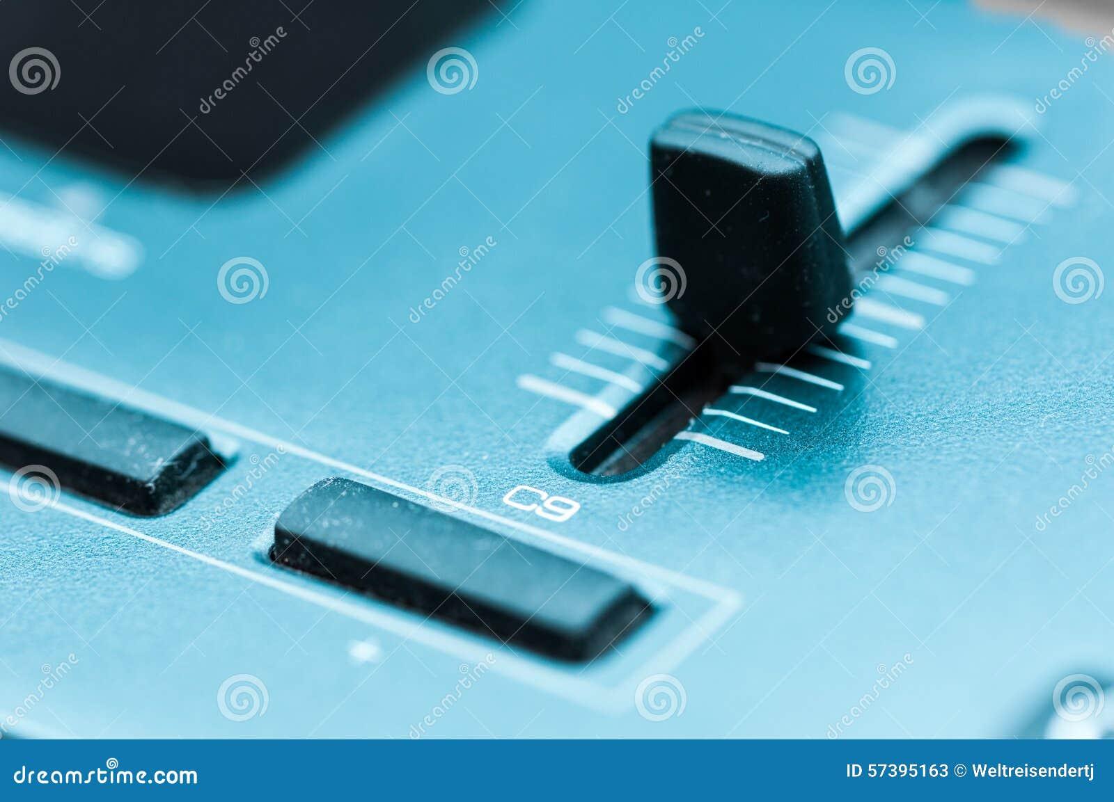 Van het het paneelclose-up van het synthesizerflard de knoopknop