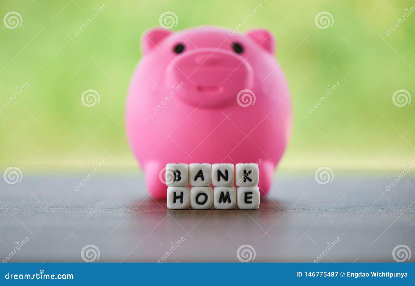 Van het huisbesparingen van de onroerende goederenverkoop van de de leningenmarkt dobbelt het het concepten Roze spaarvarken en w