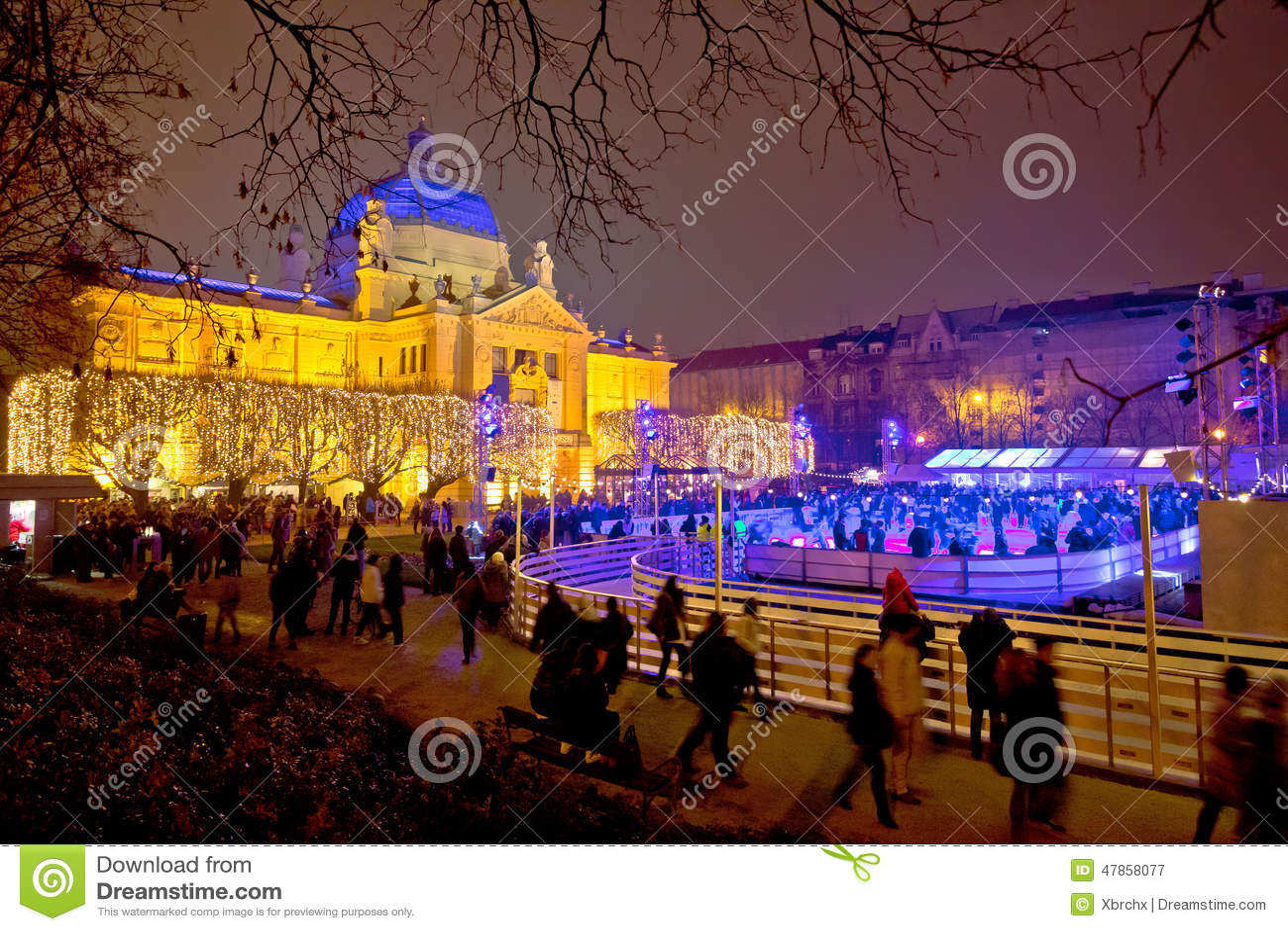 Van het Kerstmisijs van Zagreb de mening van de het parkavond