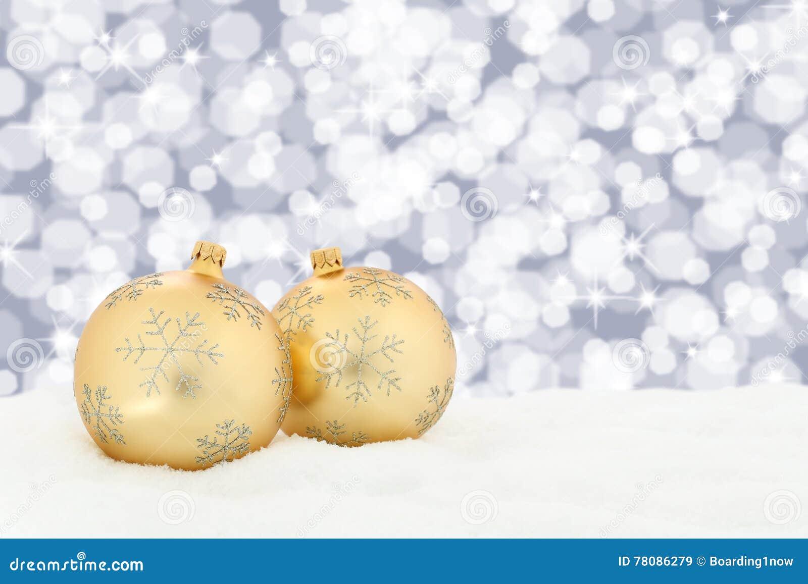 Van Kerstmis gouden ballen decoratie als achtergrond met sneeuwlichten