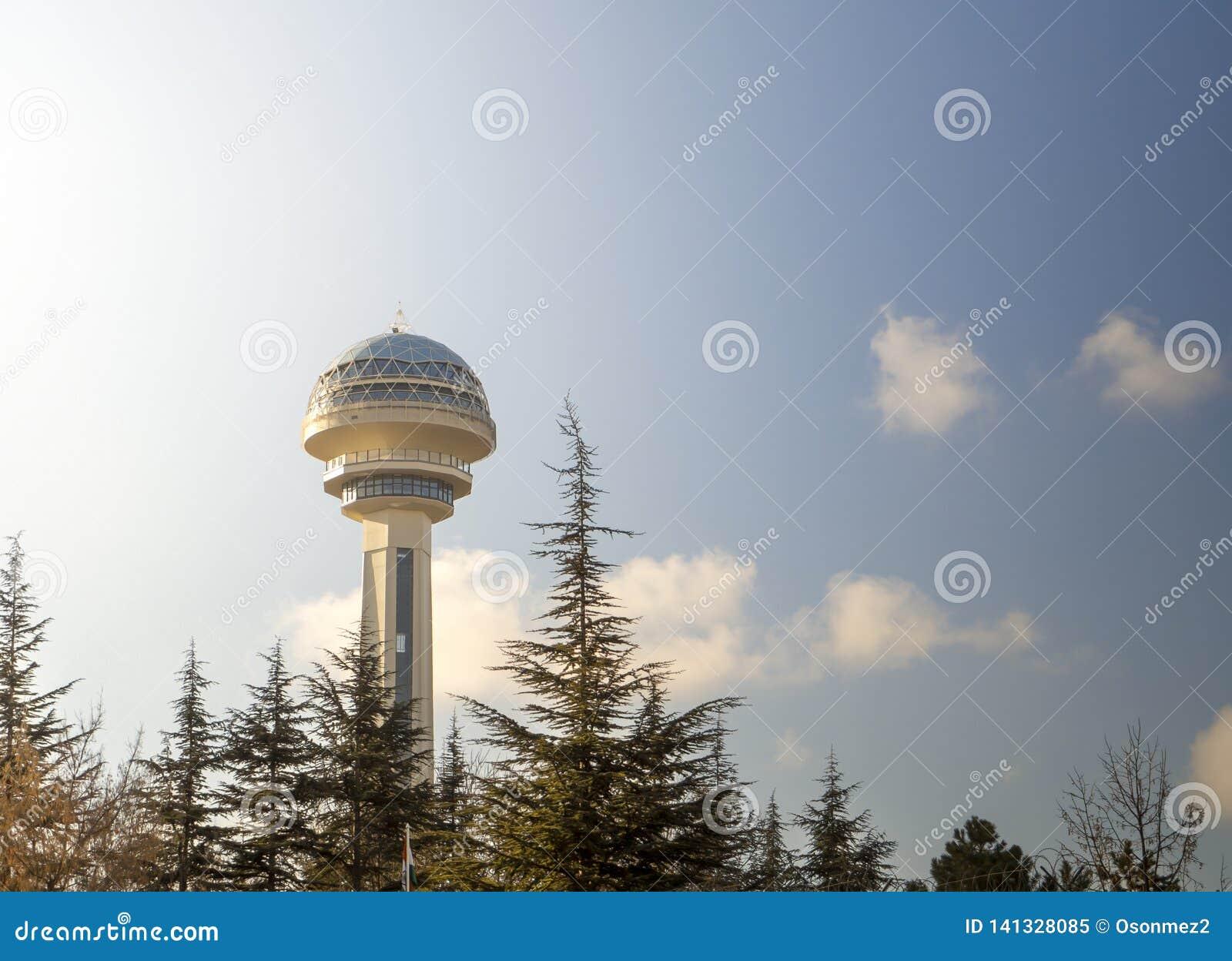 Van Turkije Ankara de hoofdstad 'atakule 'wolkenkrabber de wolkenkrabbers zijn een symbool van het kapitaal van Turkije geworden