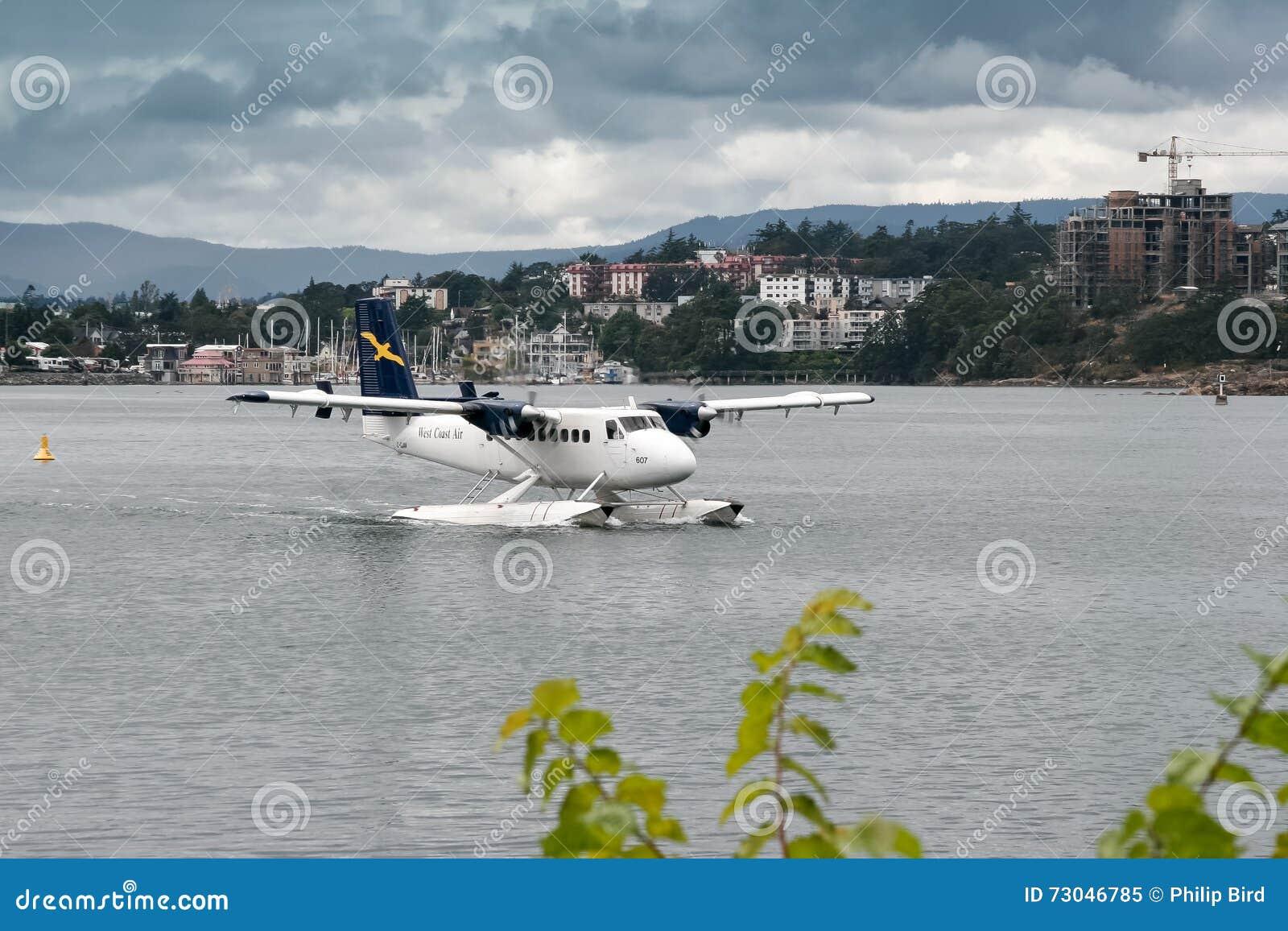 VANCOUVER, CANADA AMÉRIQUE DU NORD - 12 AOÛT : Hydravion roulant au sol dedans
