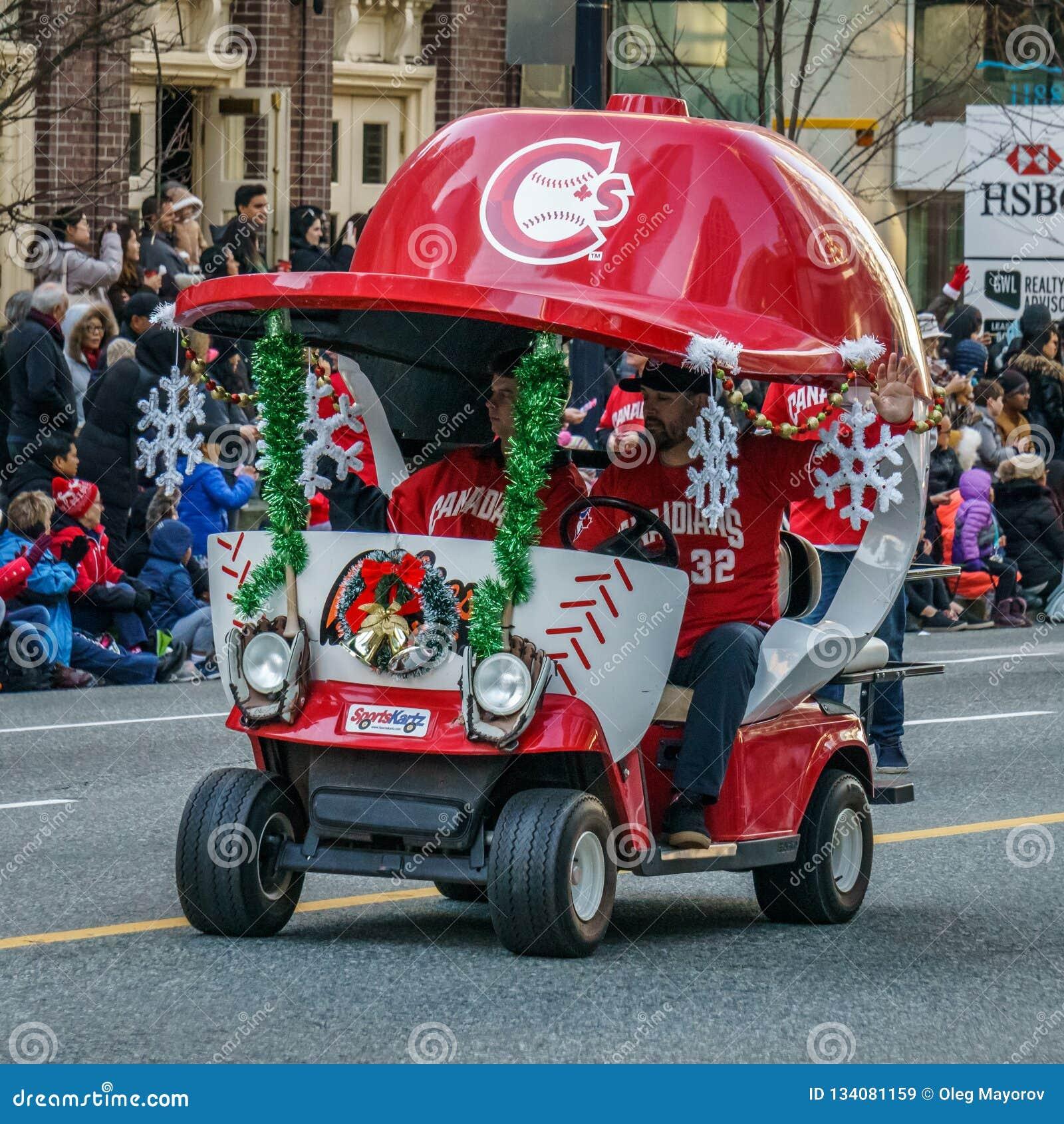 VANCOUVER, CANADA - 2 DÉCEMBRE 2018 : kartz de sports à annuel Santa Claus Parade à Vancouver, Canada