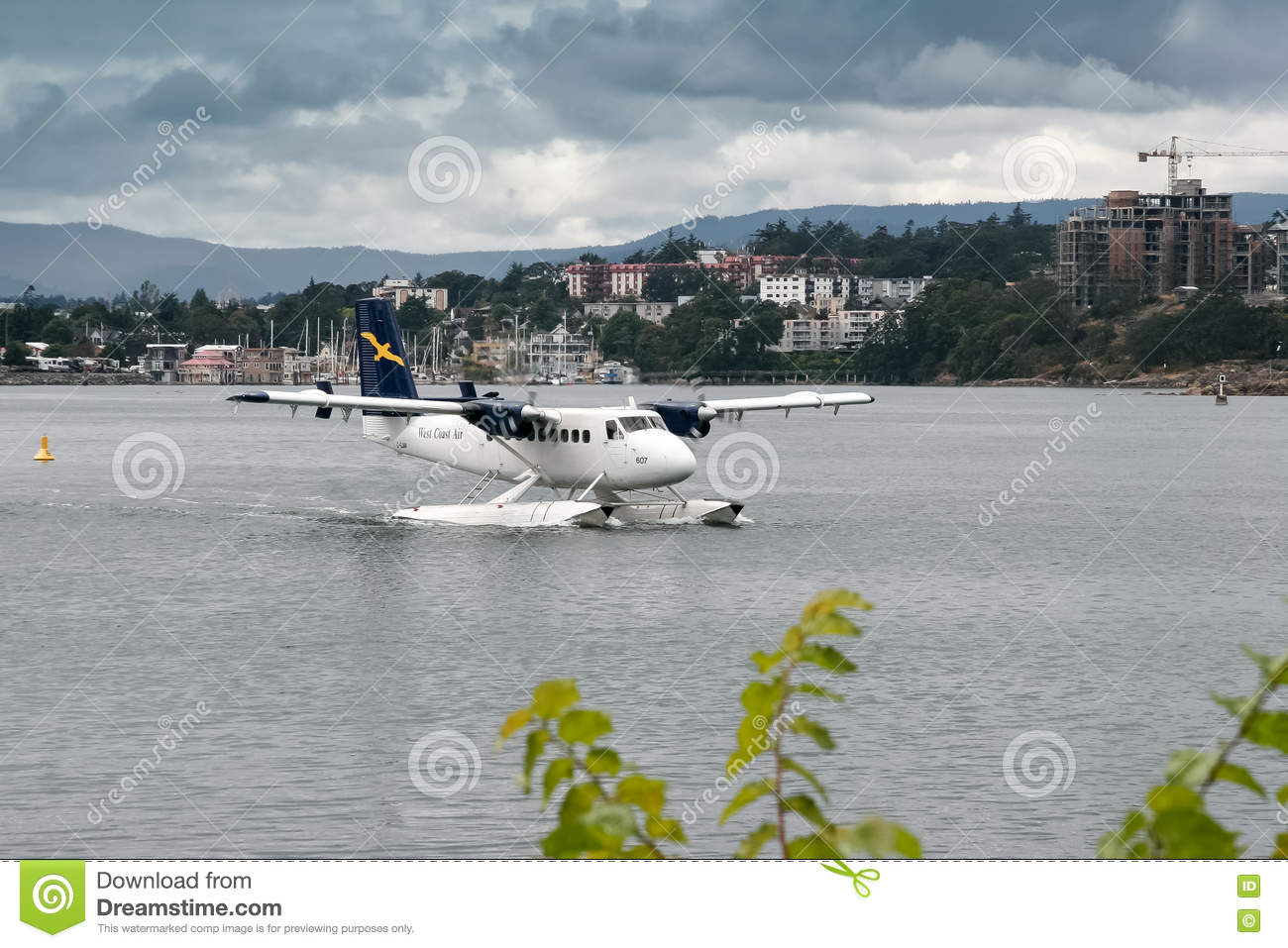 VANCOUVER, CANADA/NORTH AMERICA - AUGUST 12 :Seaplane taxiing in