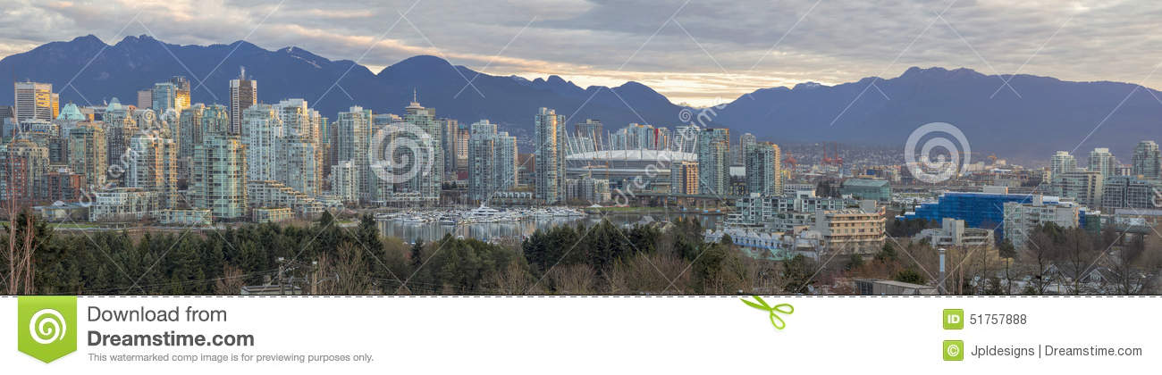 Vancouvers Skyline BC entlang False Creek Panorama