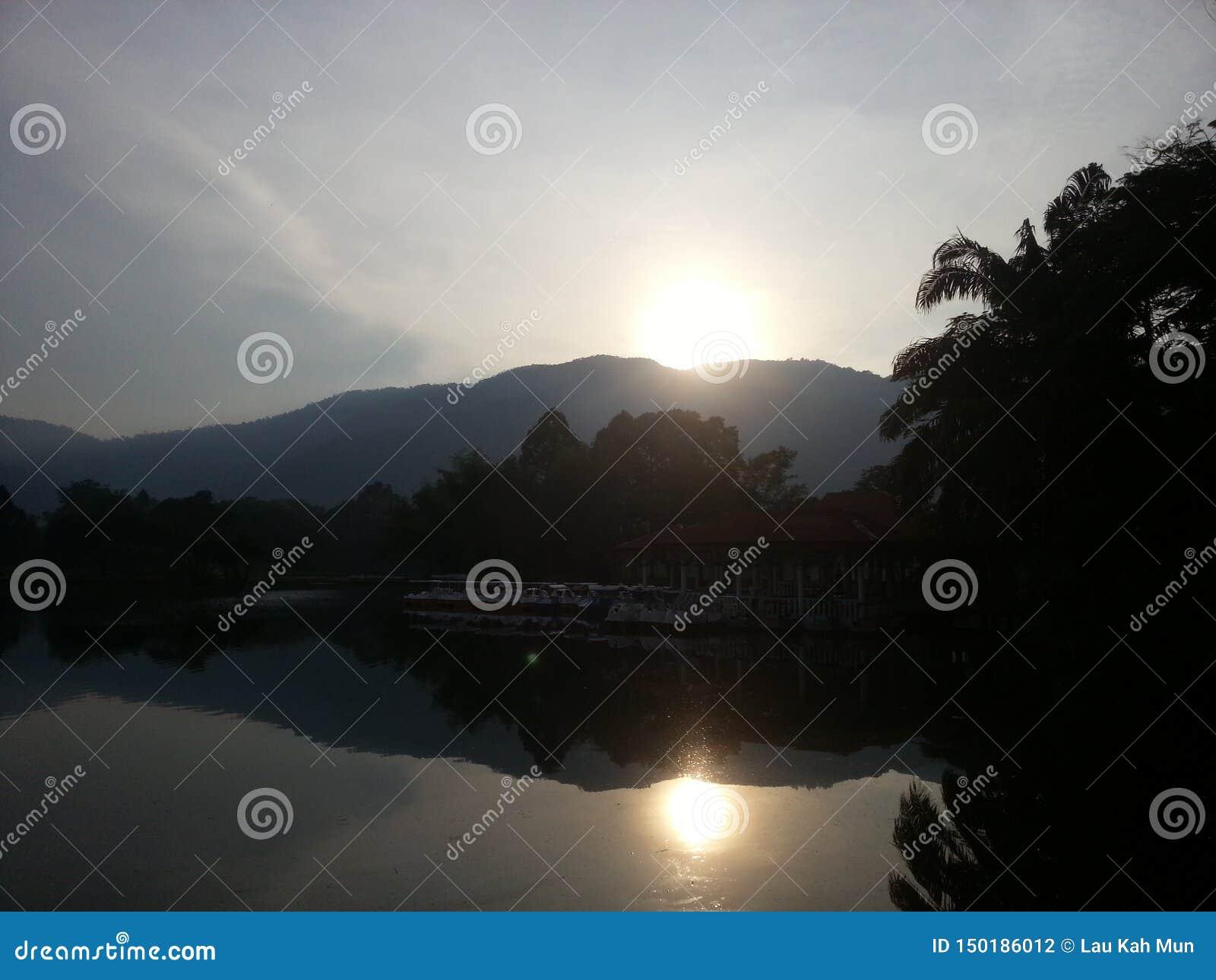 Vandaag, wil ik verschillende manieren proberen om beelden van landschapsfoto s in verschillende tijden te nemen