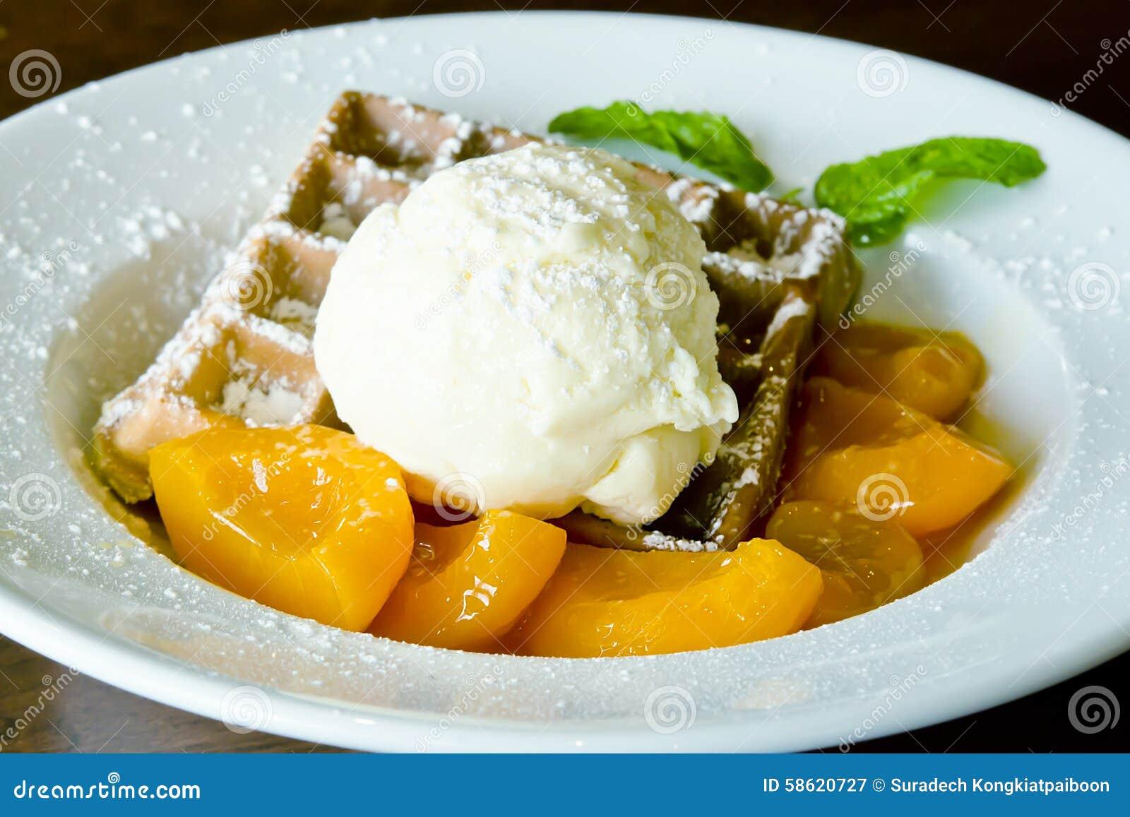 Vaniljglass på dillanden med orange sås