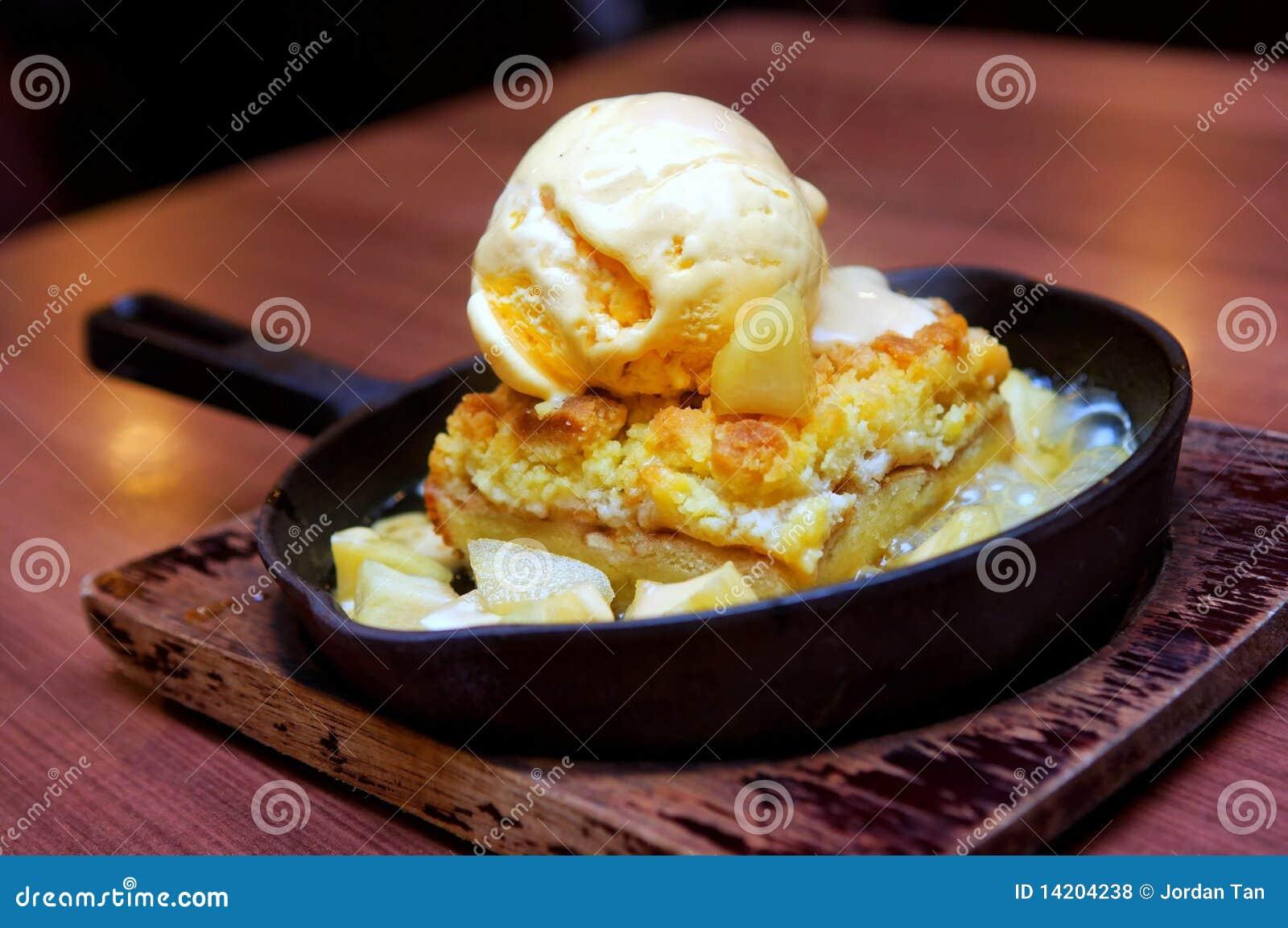 Vanilla Ice Cream With Apple Crumble Royalty Free Stock Photos - Image ...