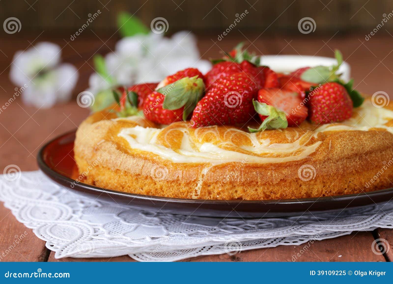 Vanillecake met verse aardbeien