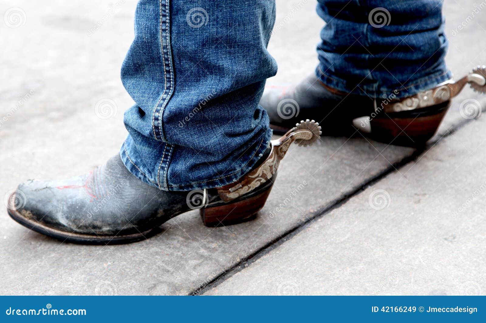 Vaquero Boots con los estímulos de plata aherrumbrados