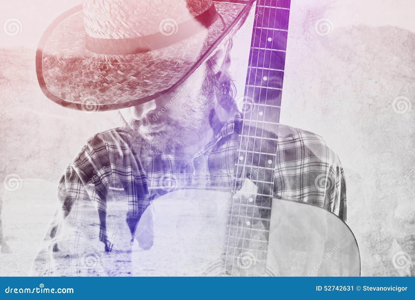 Vaquero Farmer con la guitarra y Straw Hat en rancho del caballo